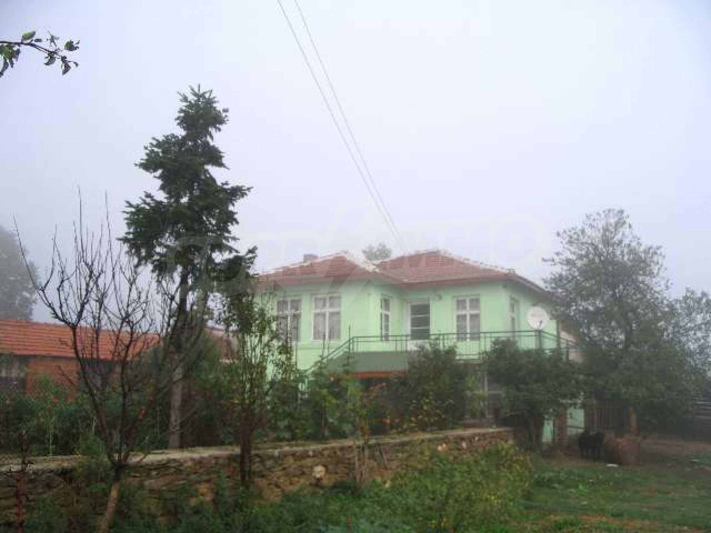 Дом вблизи г. Хасково 1
