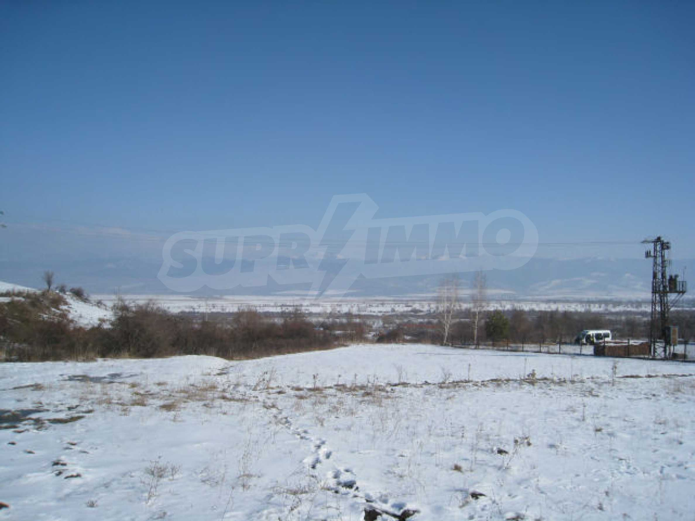 Земельный участок вблизи г. София 3
