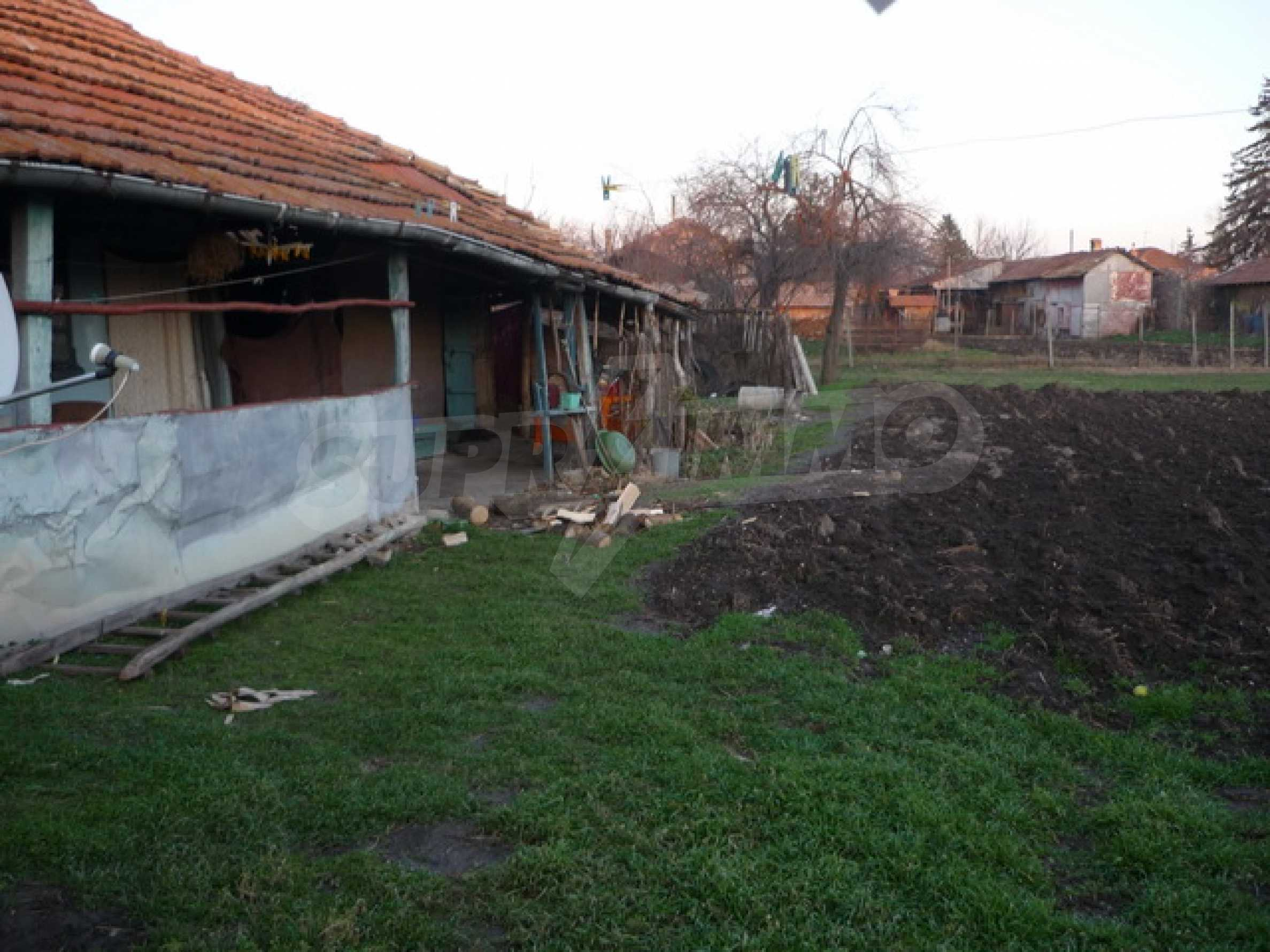 Продава се къща на два етажа в село на 40 километра от Велико Търново 12