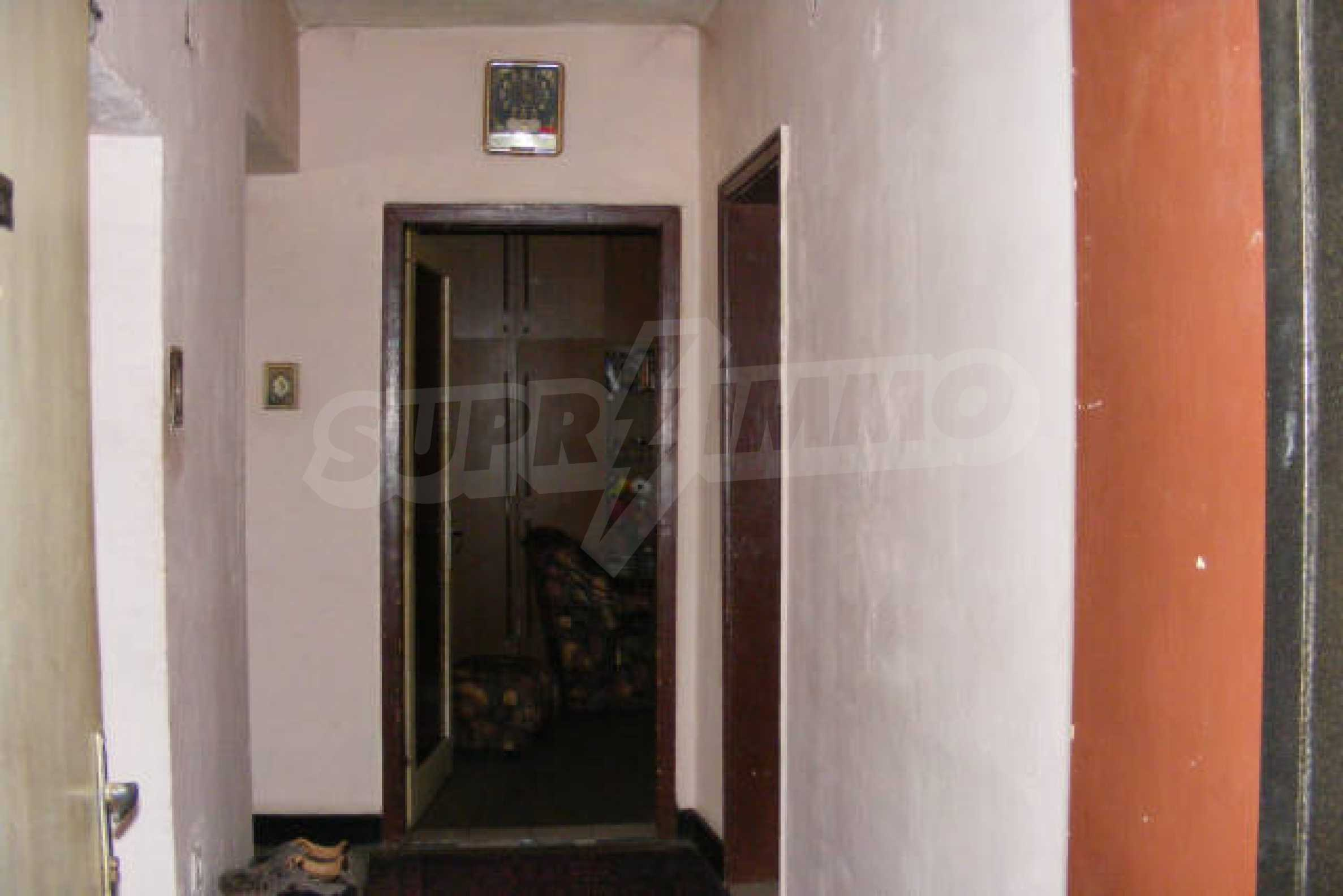 Трехкомнатная квартира в г. Монтана 9