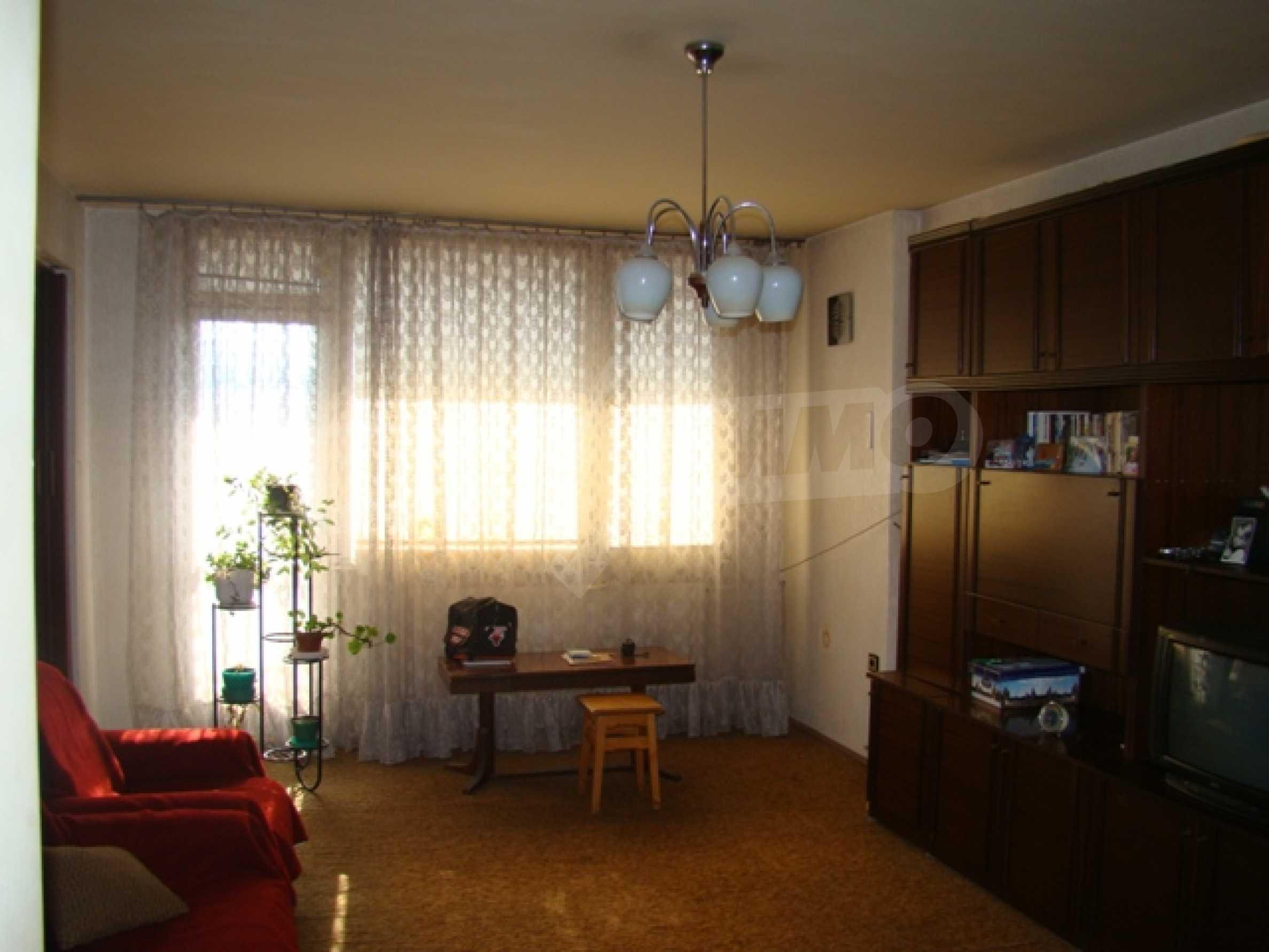 Трехкомнатная квартира в г. София 6