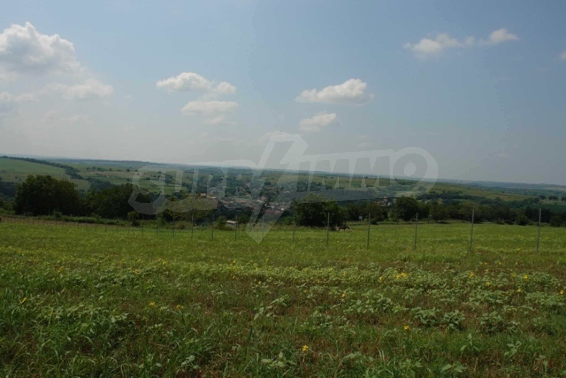 Geregeltes Grundstück von 3000 qm im Dorf Mechka 1