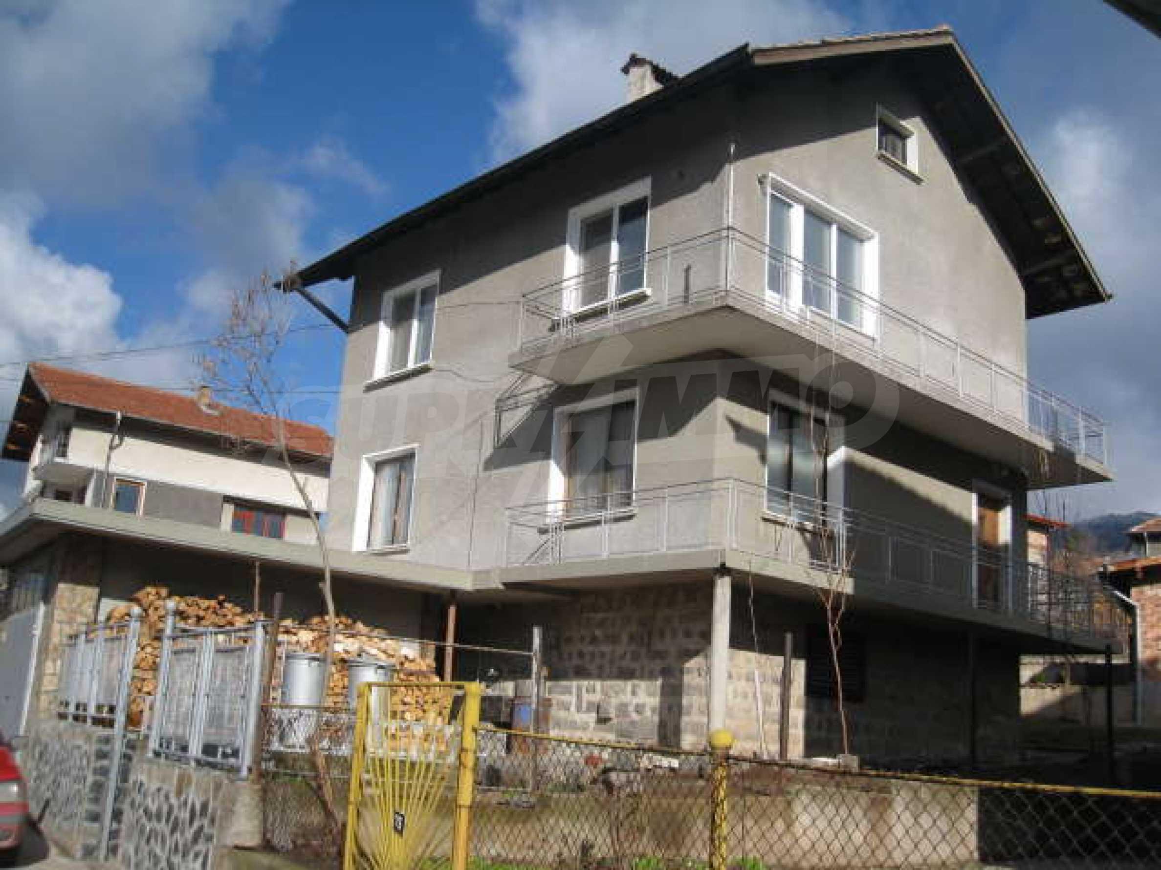 Просторный семейный дом в 30 км от Софии
