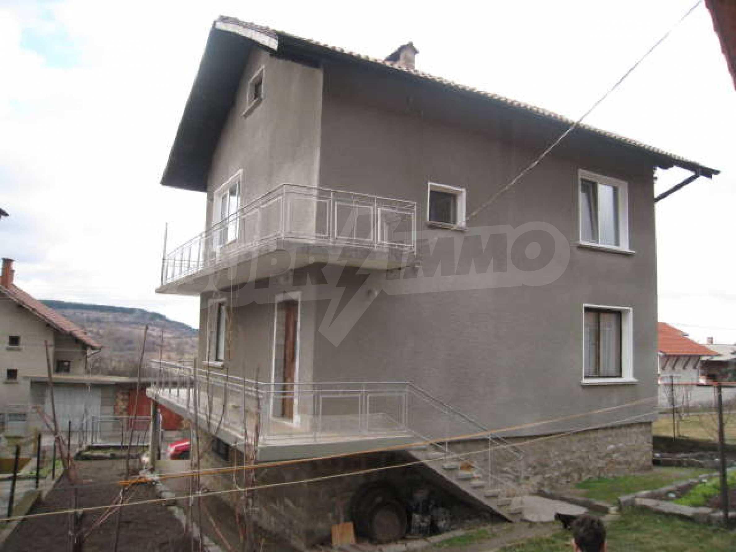 Просторный семейный дом в 30 км от Софии 3