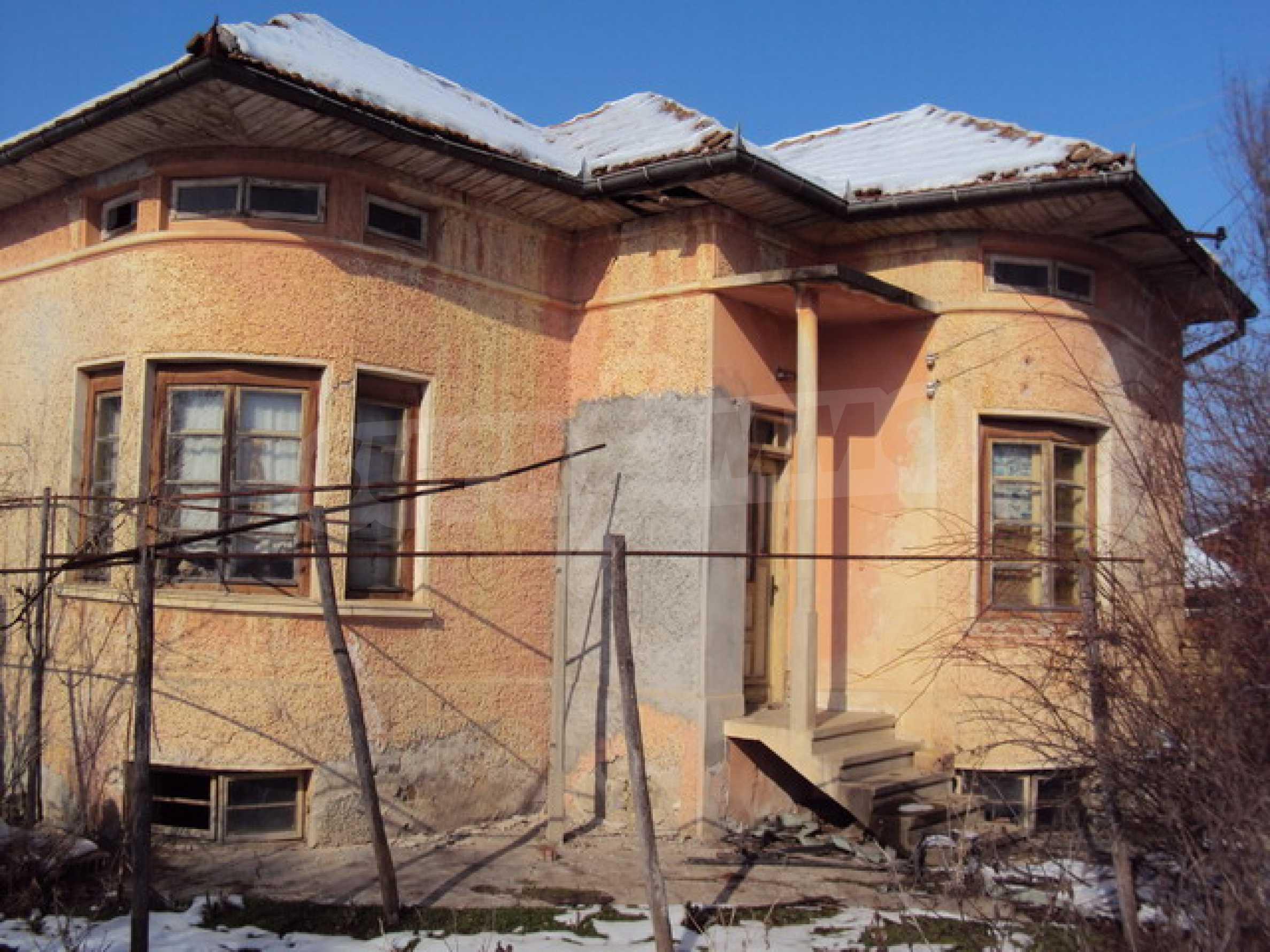 Къща в село до река 1