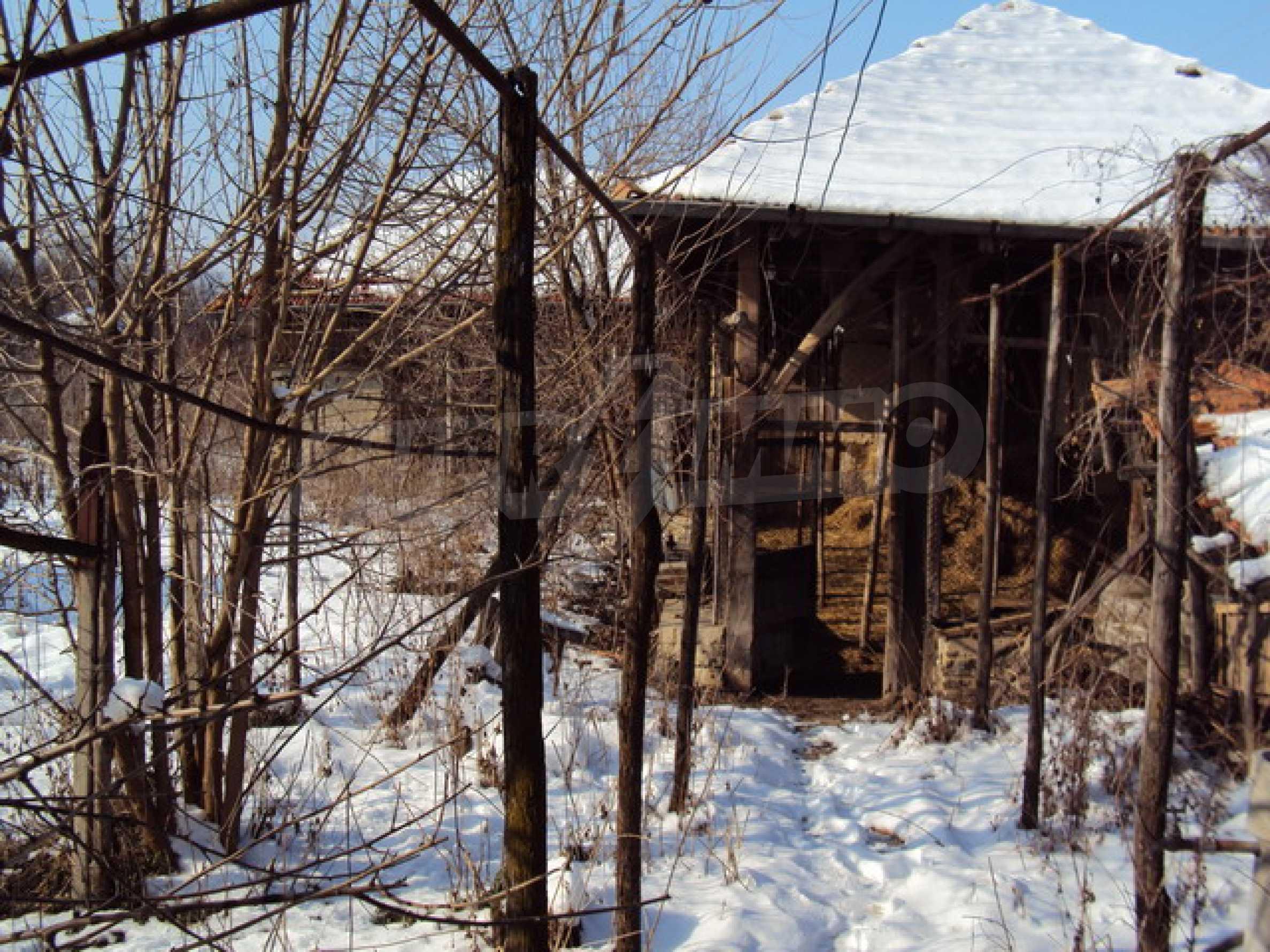 Къща в село до река 24