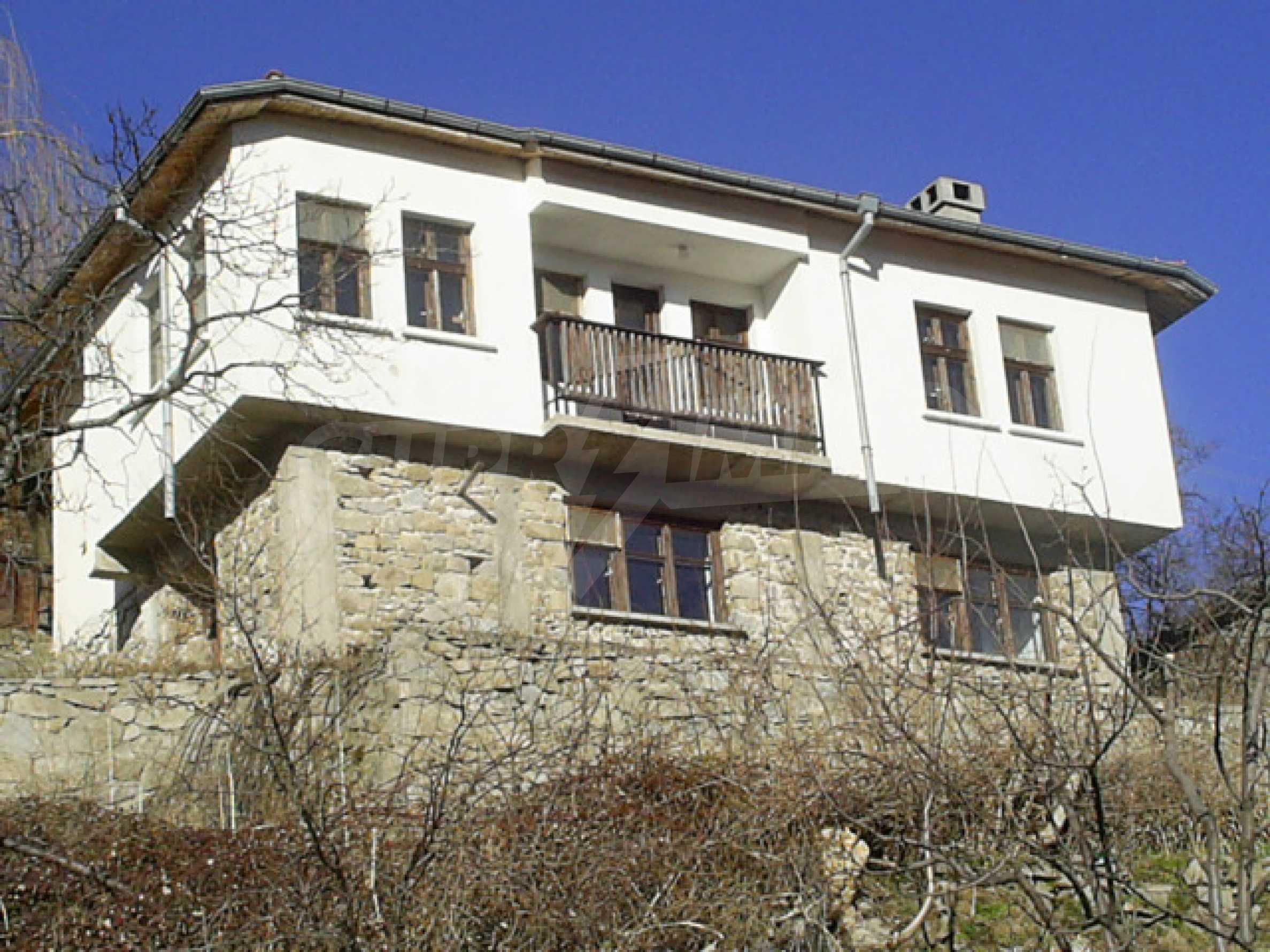 Солидный дом в селе Давидково в горах Родопы