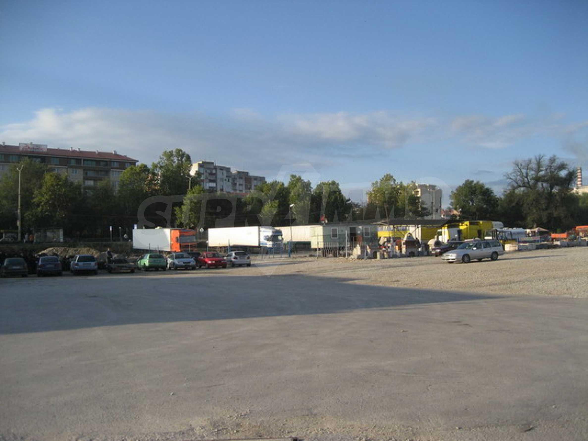 Земя на главен път София-Варна