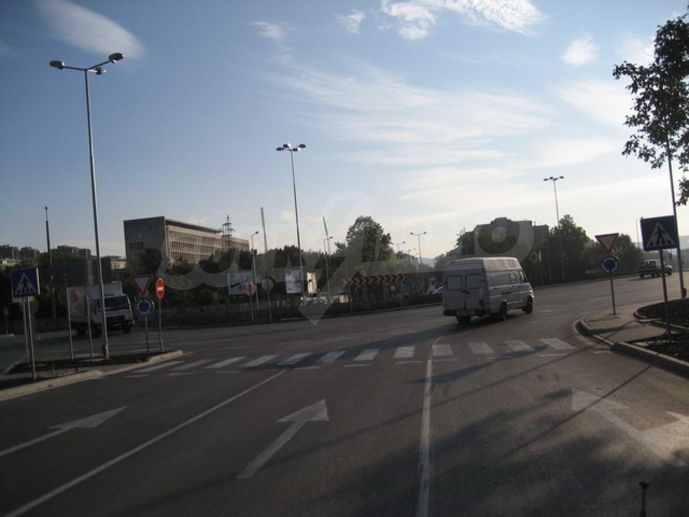 Земя на главен път София-Варна 10