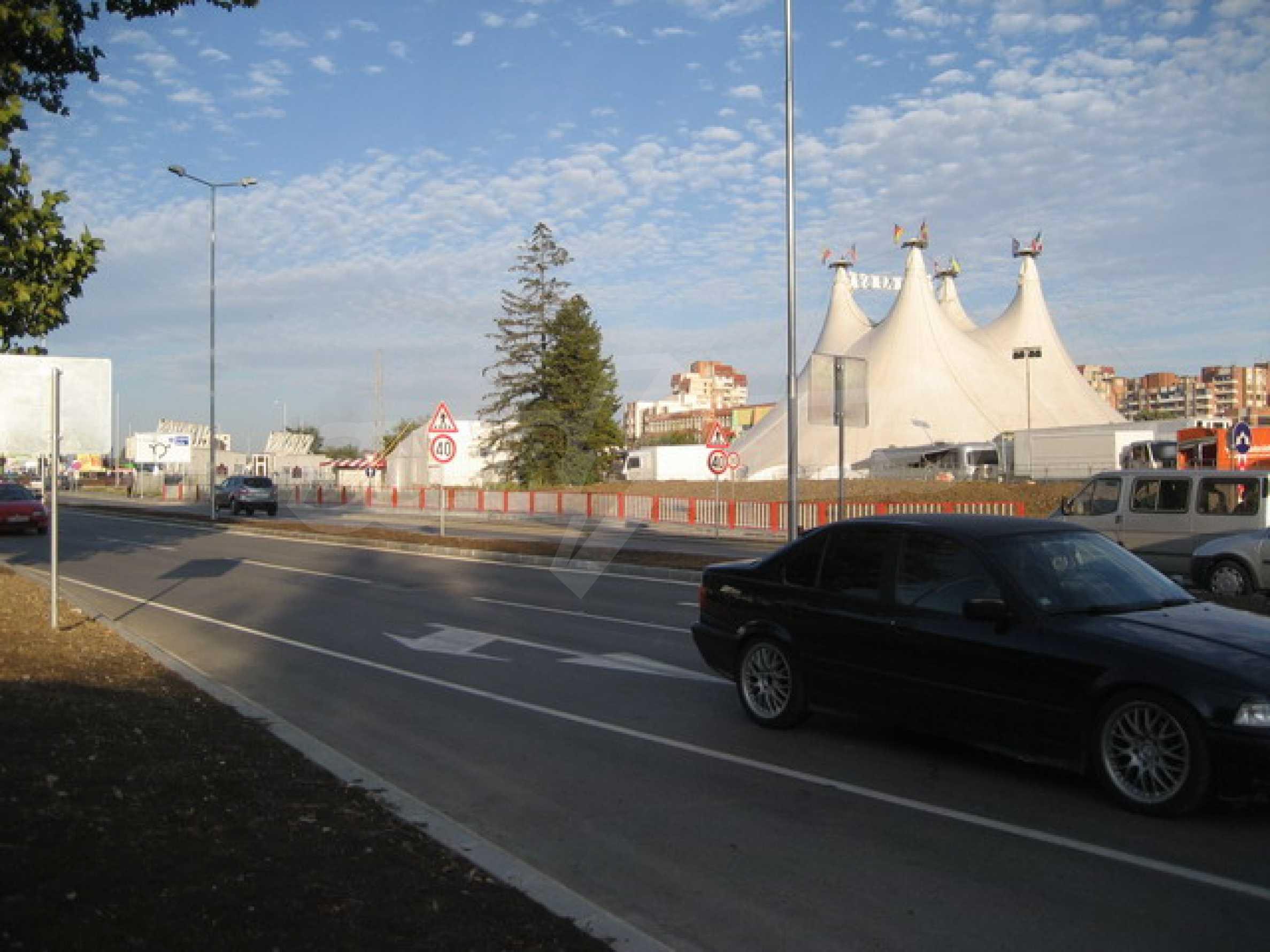 Земя на главен път София-Варна 11