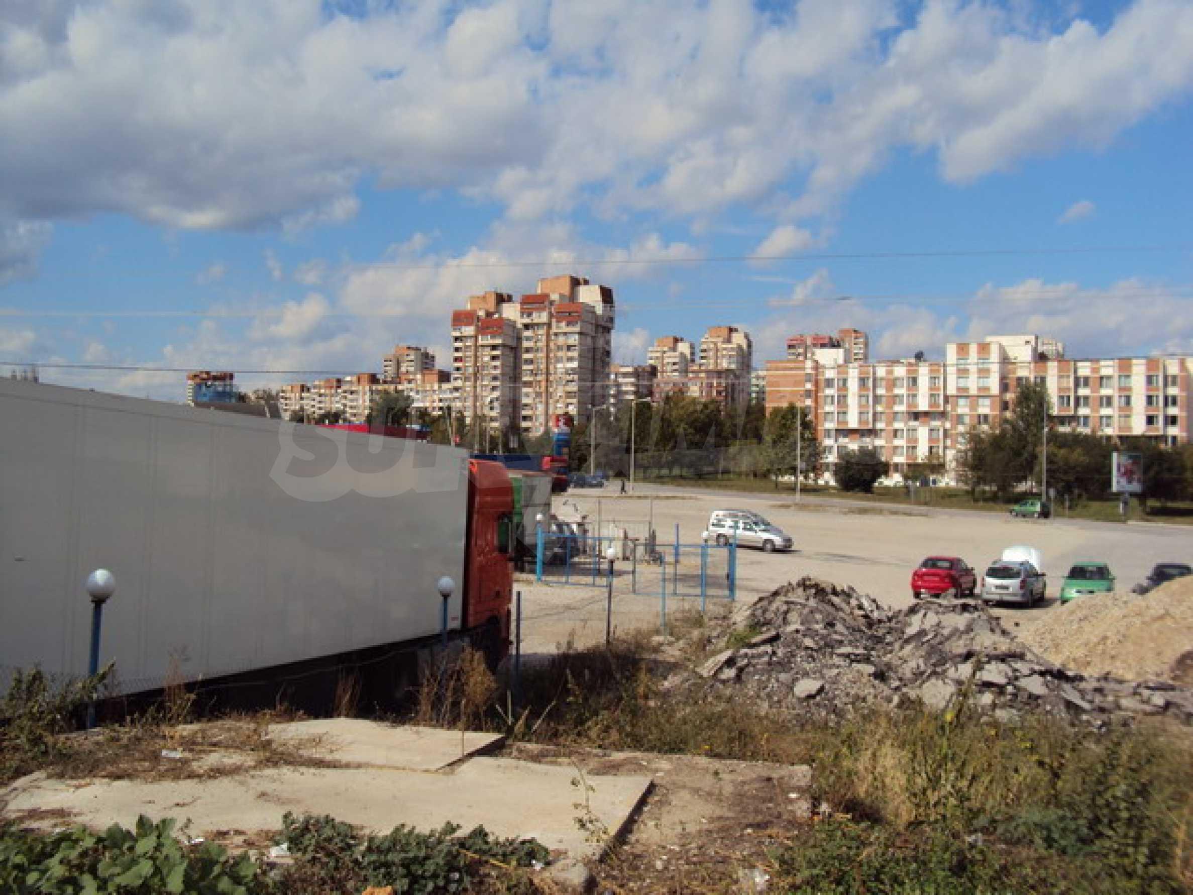 Земя на главен път София-Варна 13