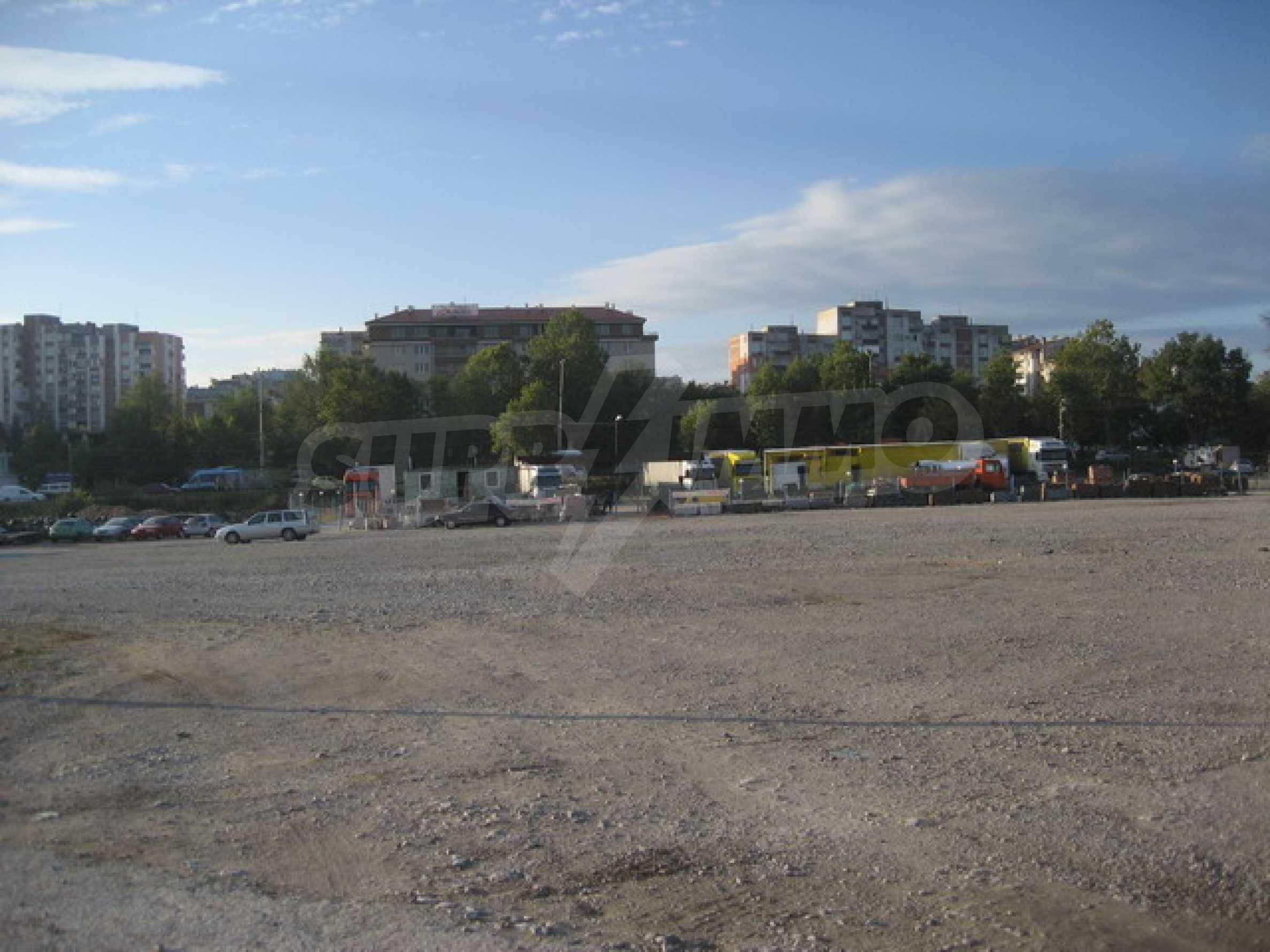 Земя на главен път София-Варна 1