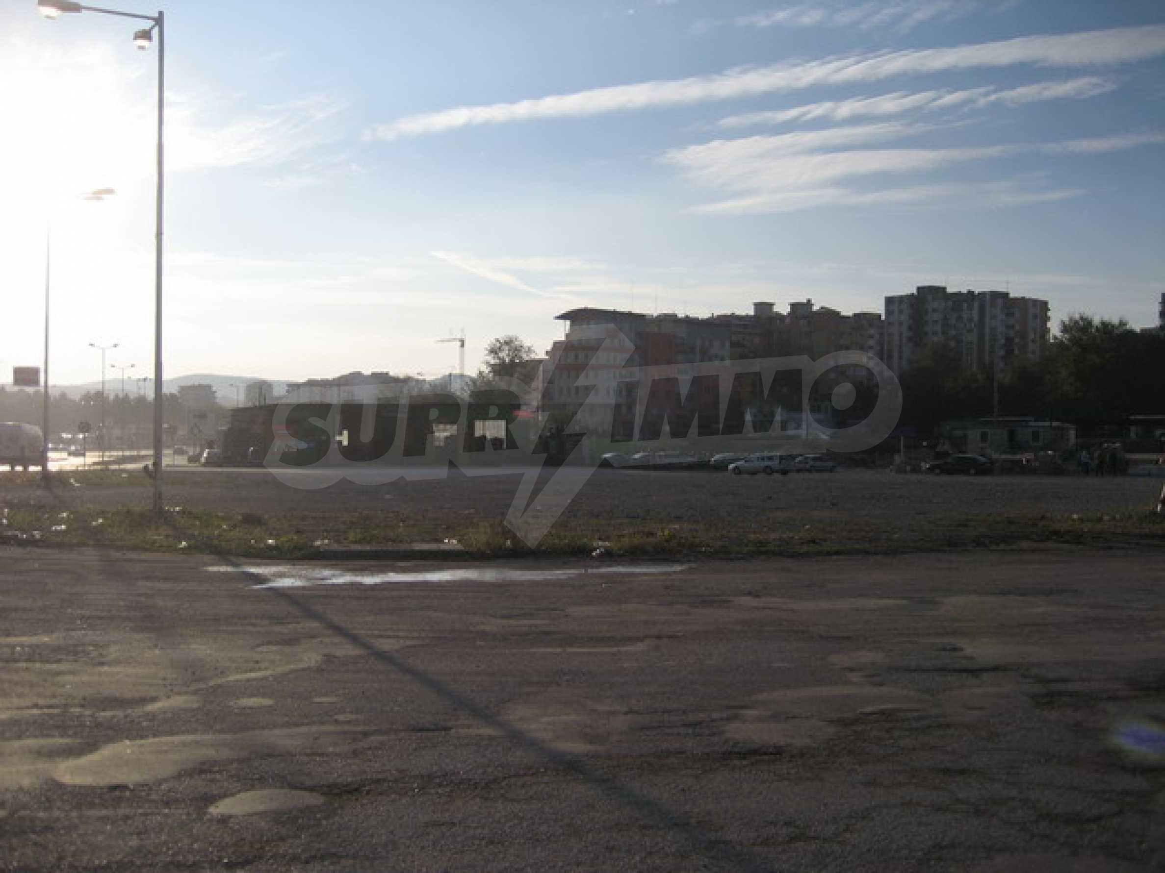 Земя на главен път София-Варна 2