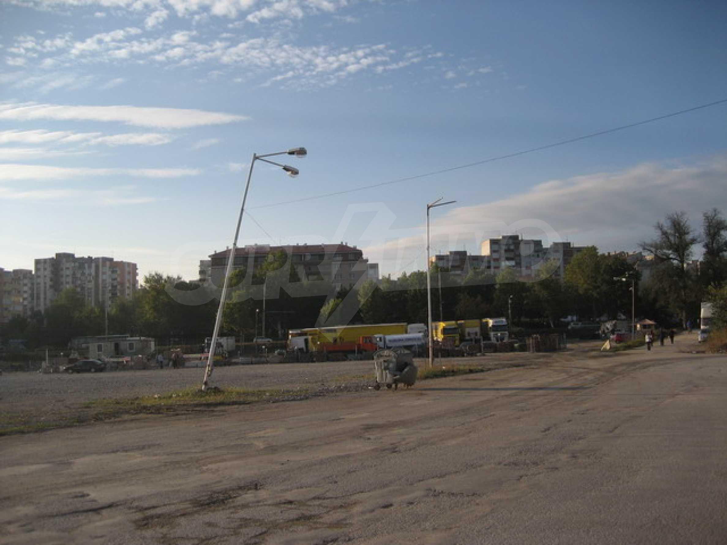 Земя на главен път София-Варна 3