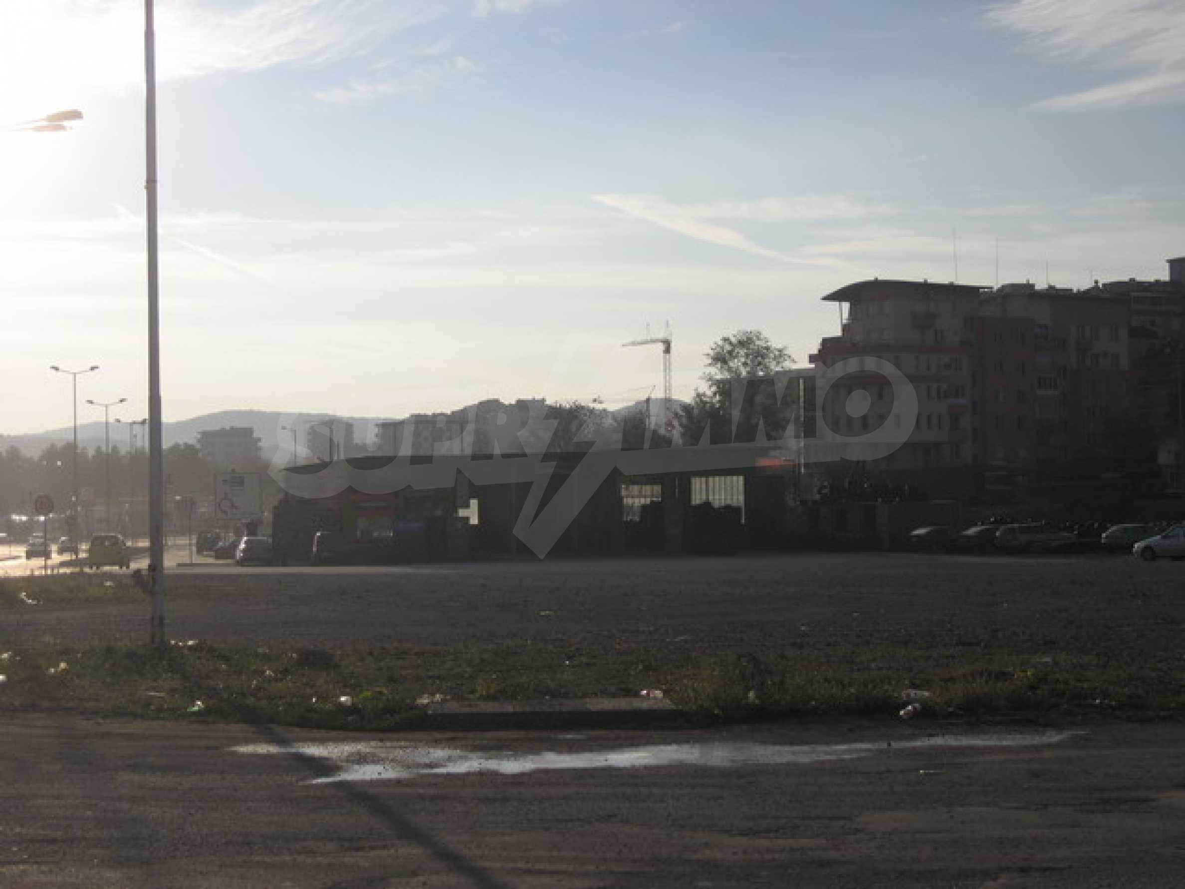 Земя на главен път София-Варна 6