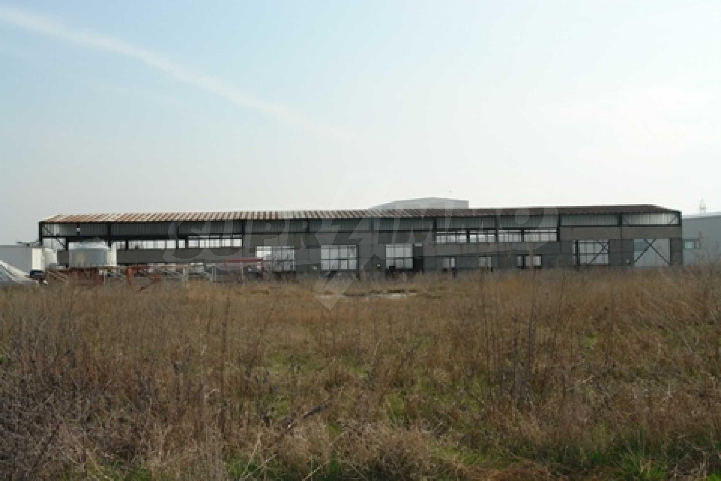 Частично завършен склад за продажба в град Русе