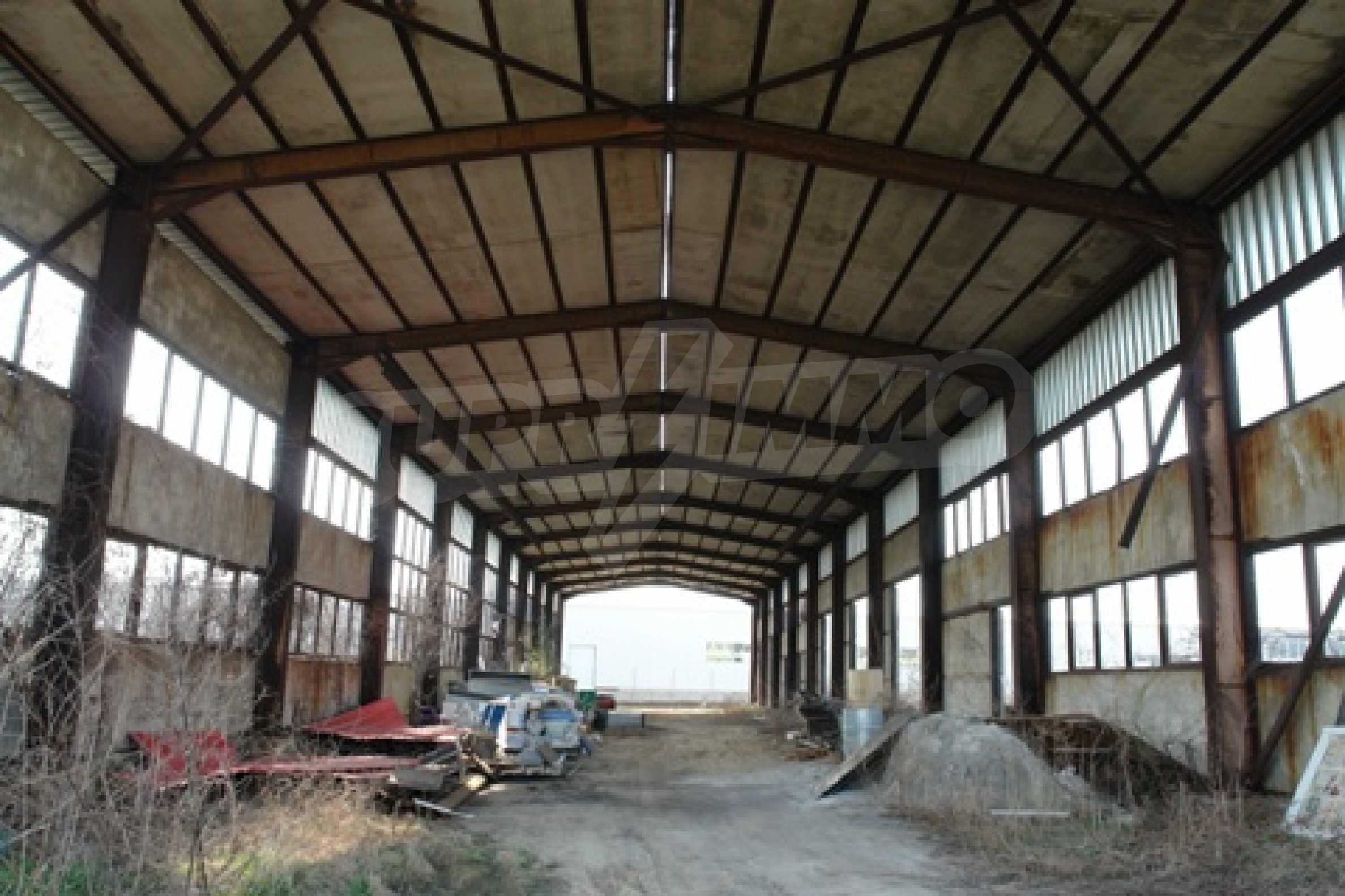 Частично завършен склад за продажба в град Русе 2