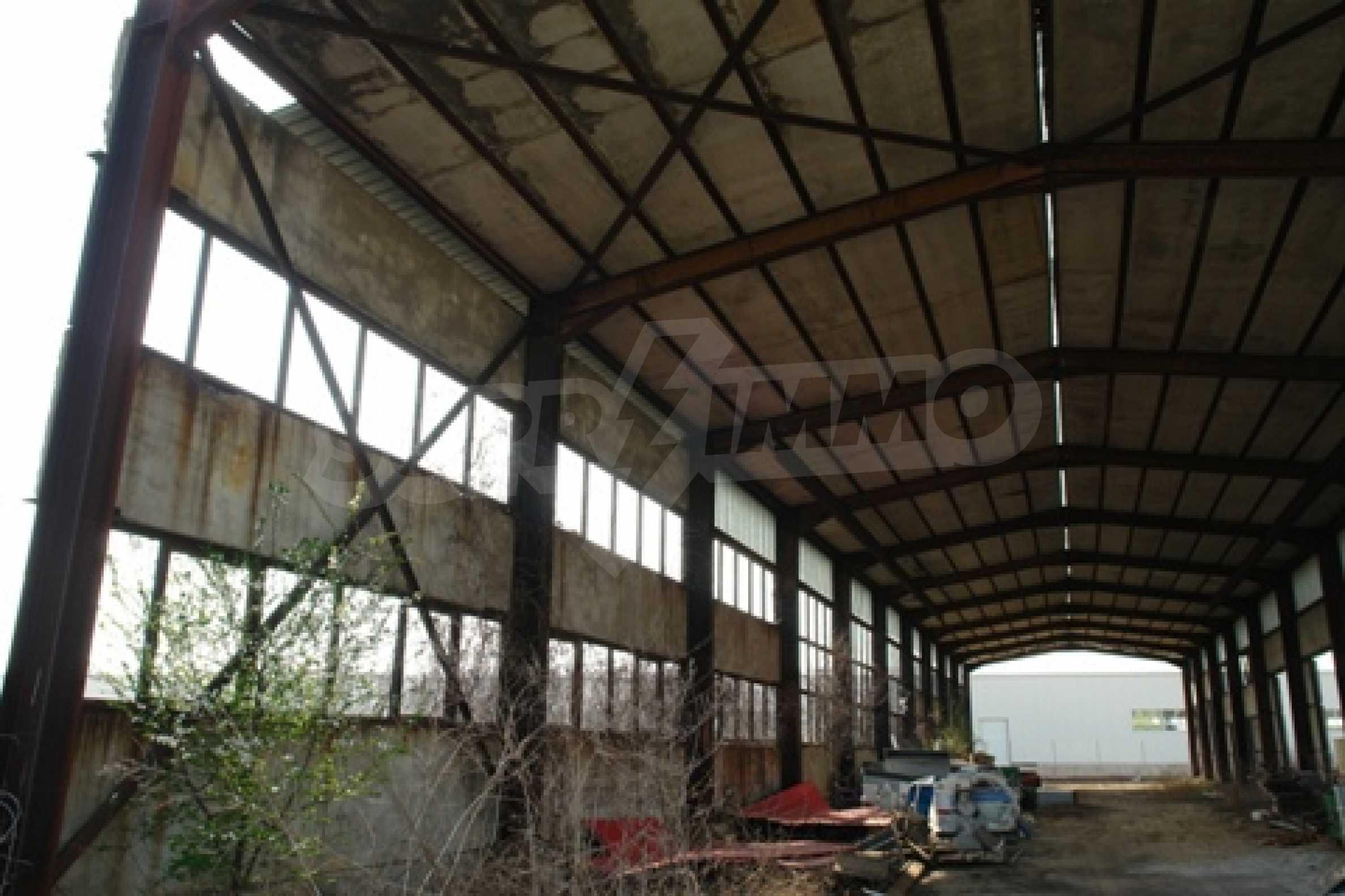 Частично завършен склад за продажба в град Русе 3