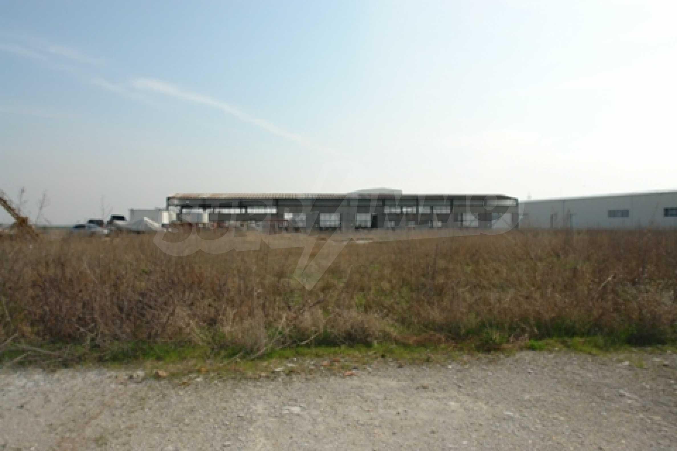 Частично завършен склад за продажба в град Русе 8