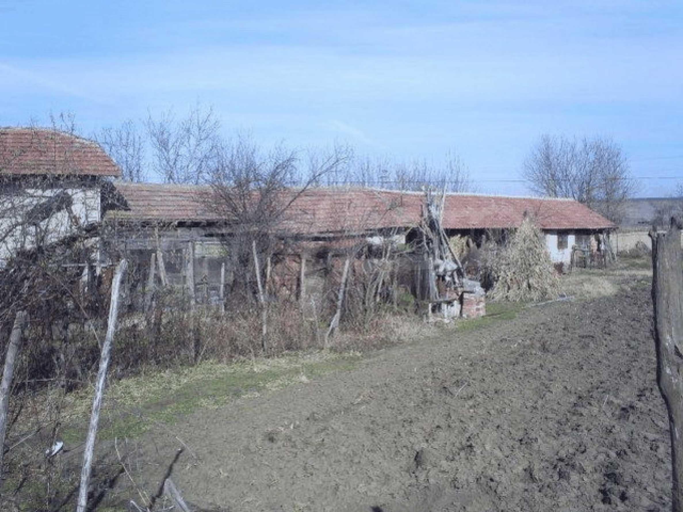 Деревенский дом с большим участком 15