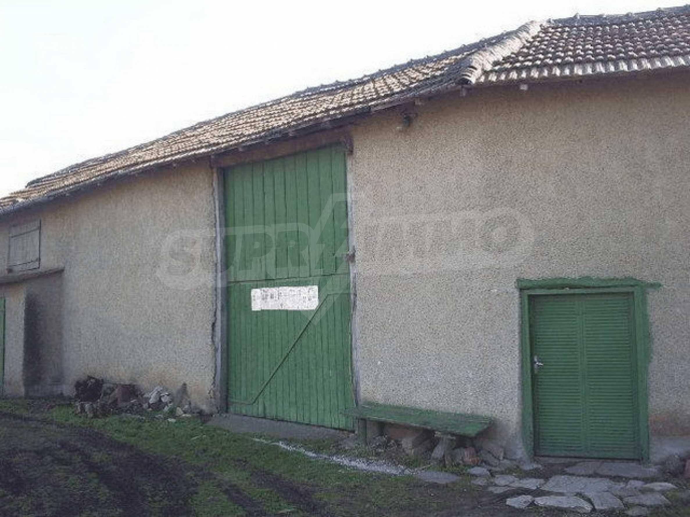 Деревенский дом с большим участком 17