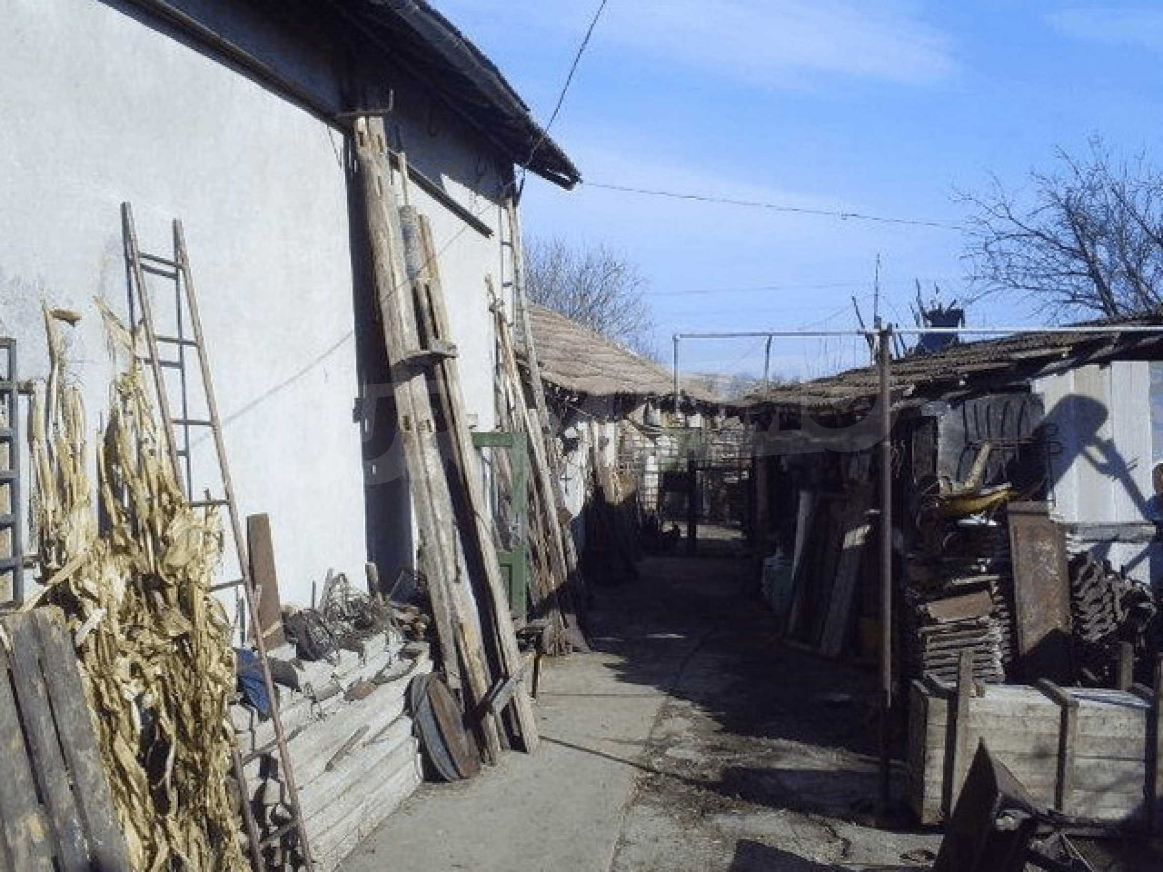 Деревенский дом с большим участком 2