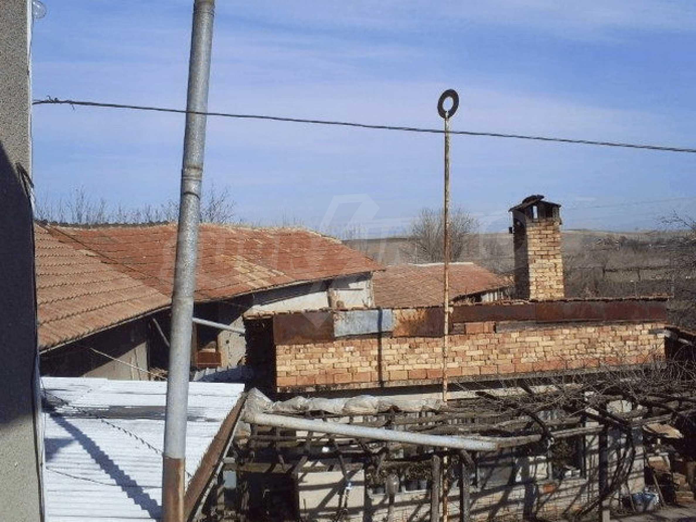 Деревенский дом с большим участком 3