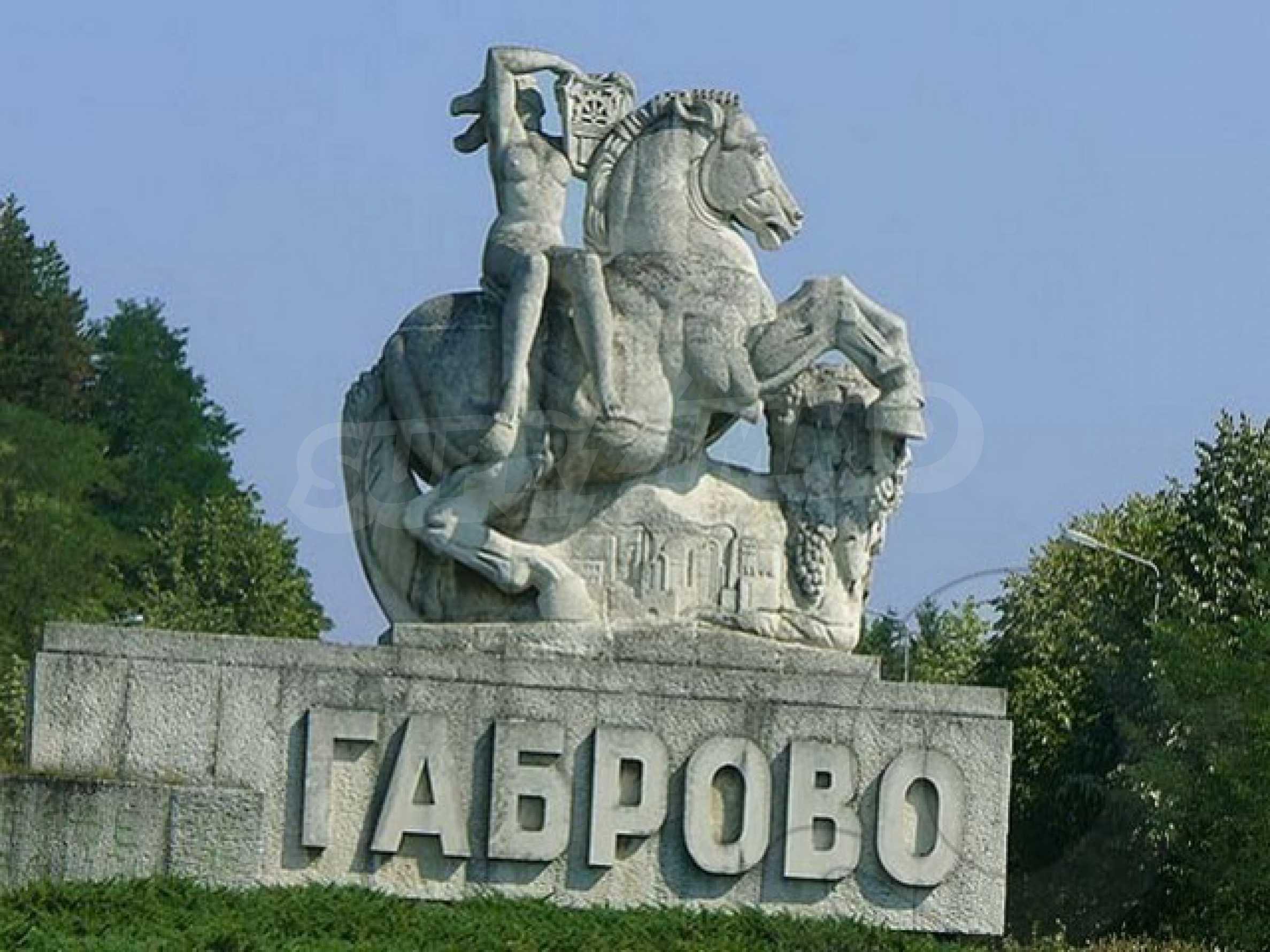 Geschäft und Café zu vermieten in Gabrovo 5