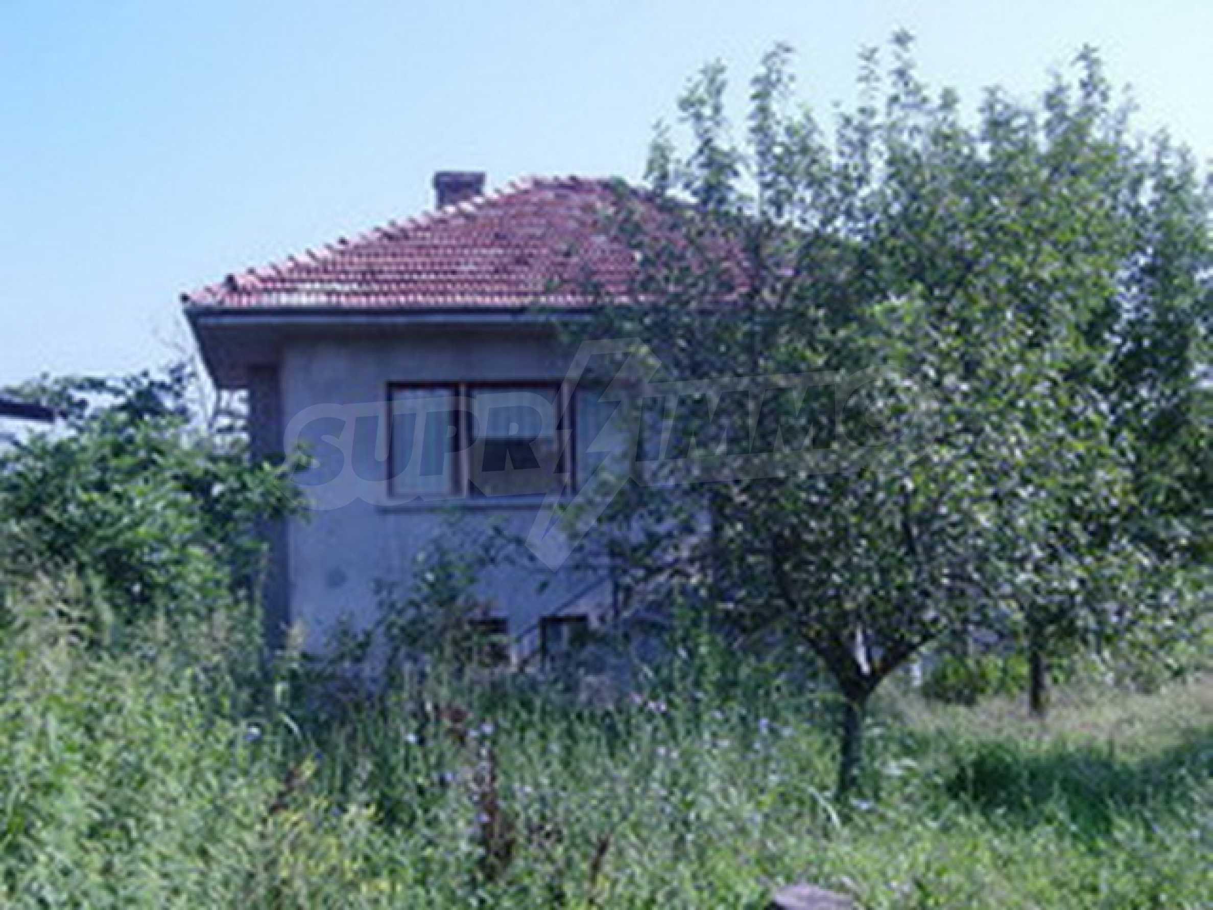 Solides Haus mit Hof 1