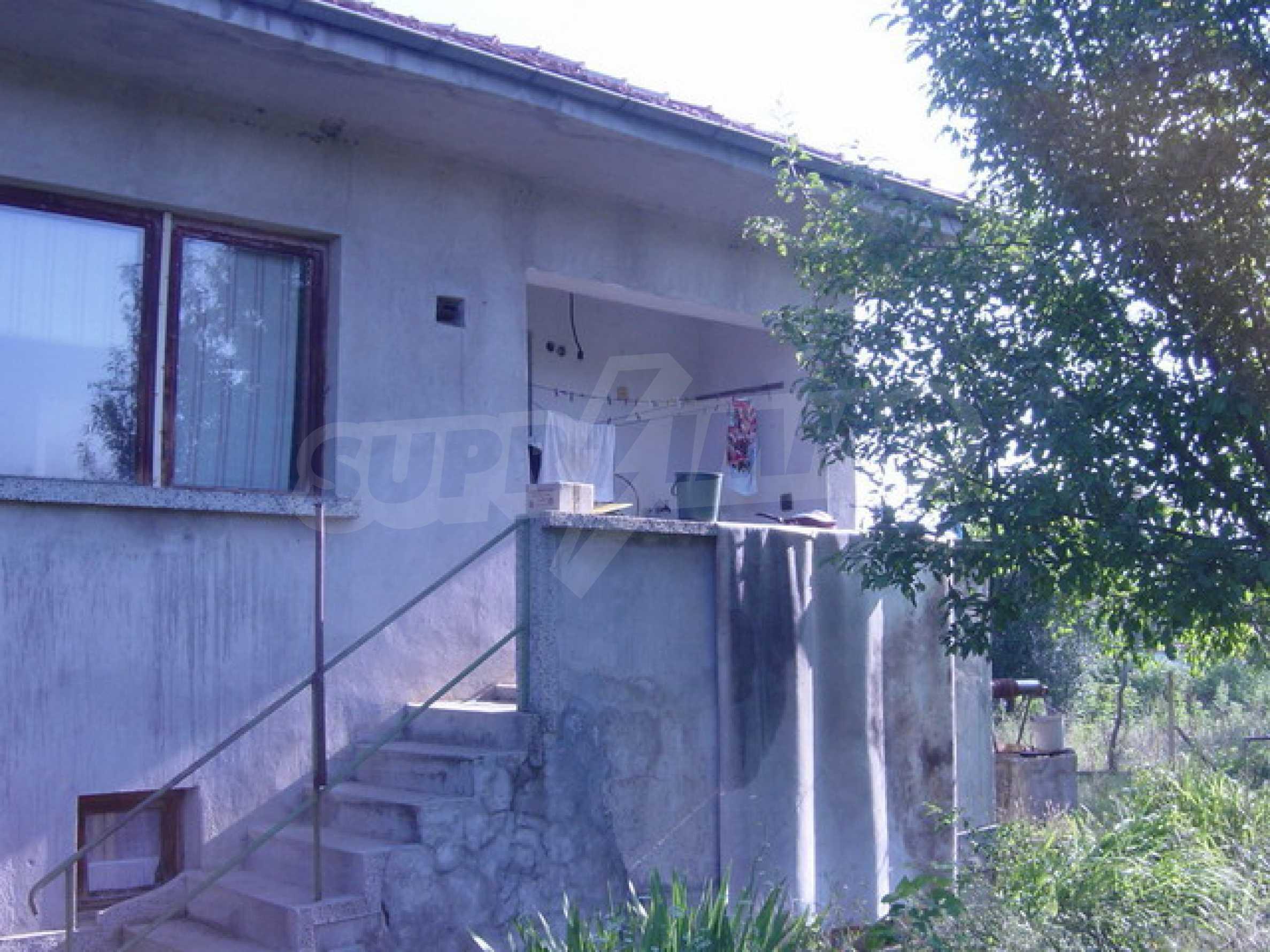 Solides Haus mit Hof 2