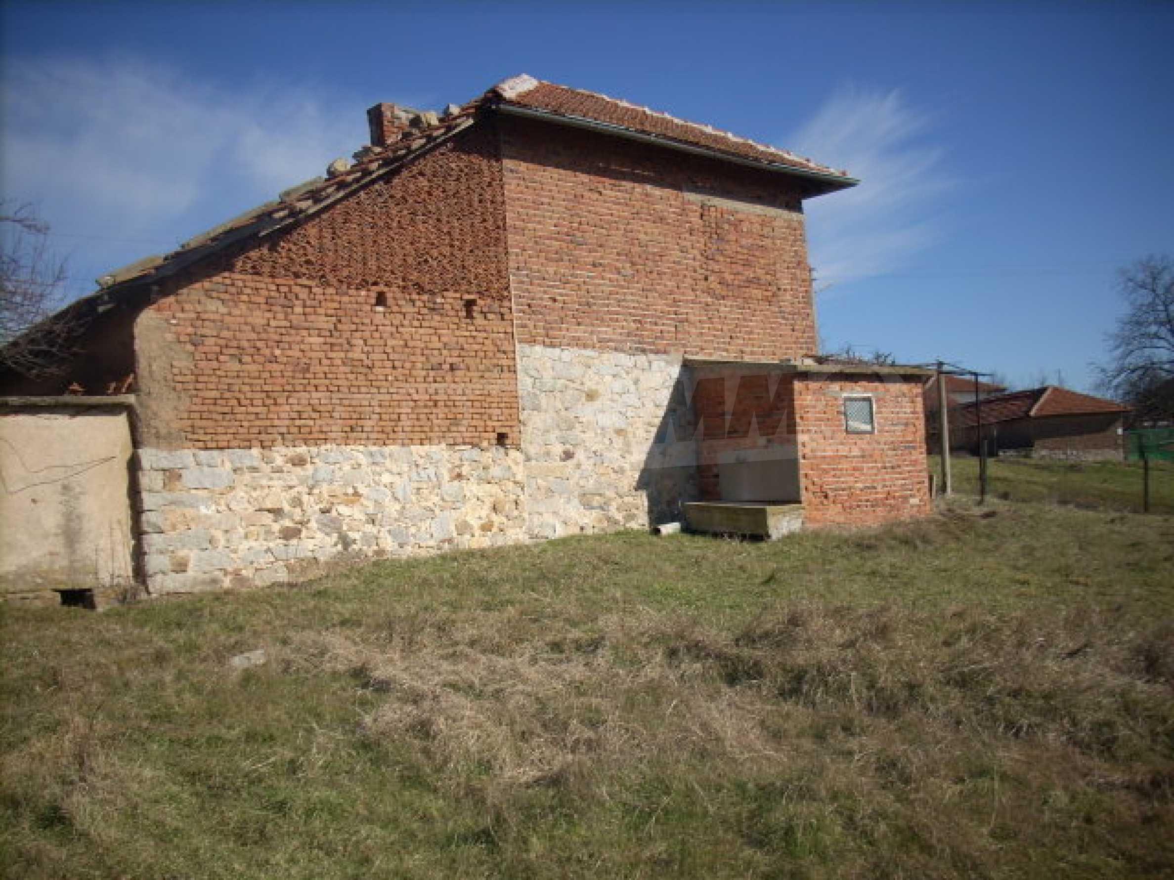 Stabiles Backsteinhaus mit riesigem Garten 10