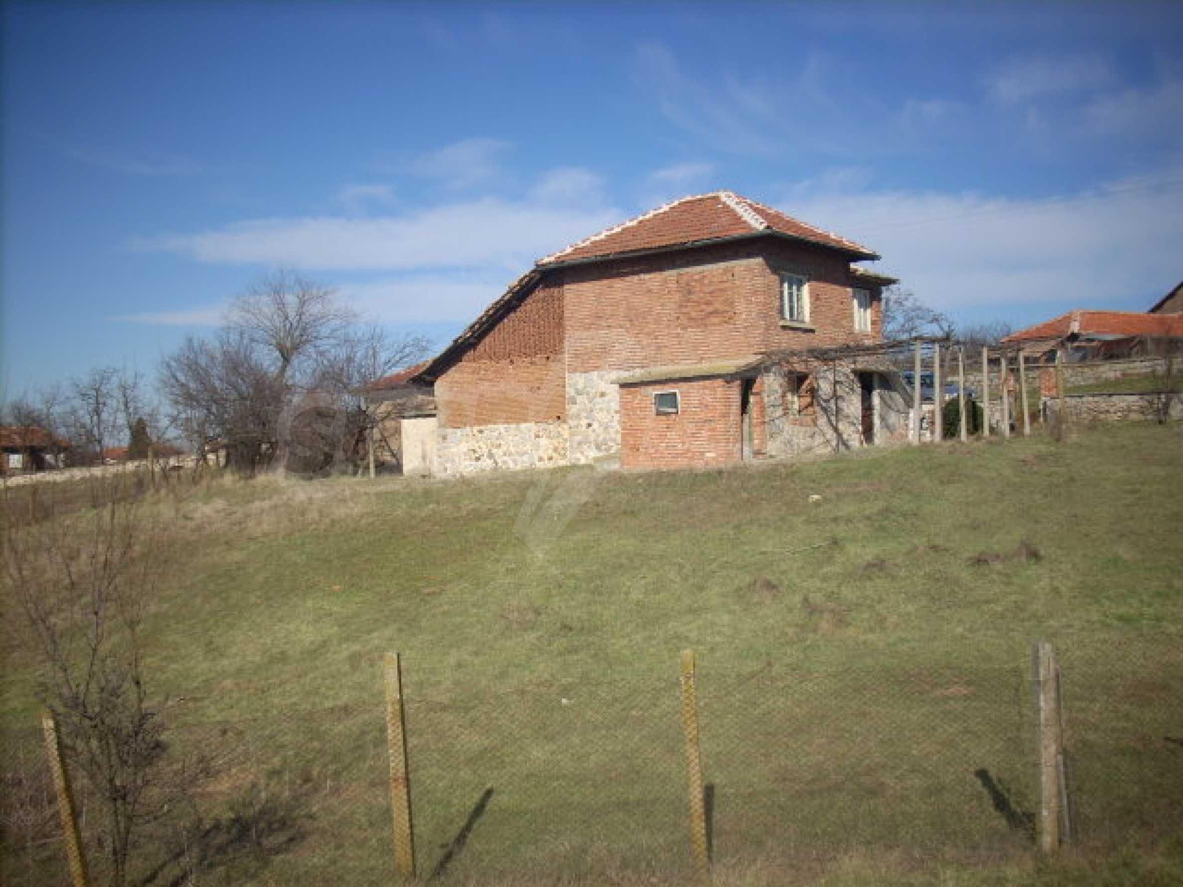 Stabiles Backsteinhaus mit riesigem Garten 11