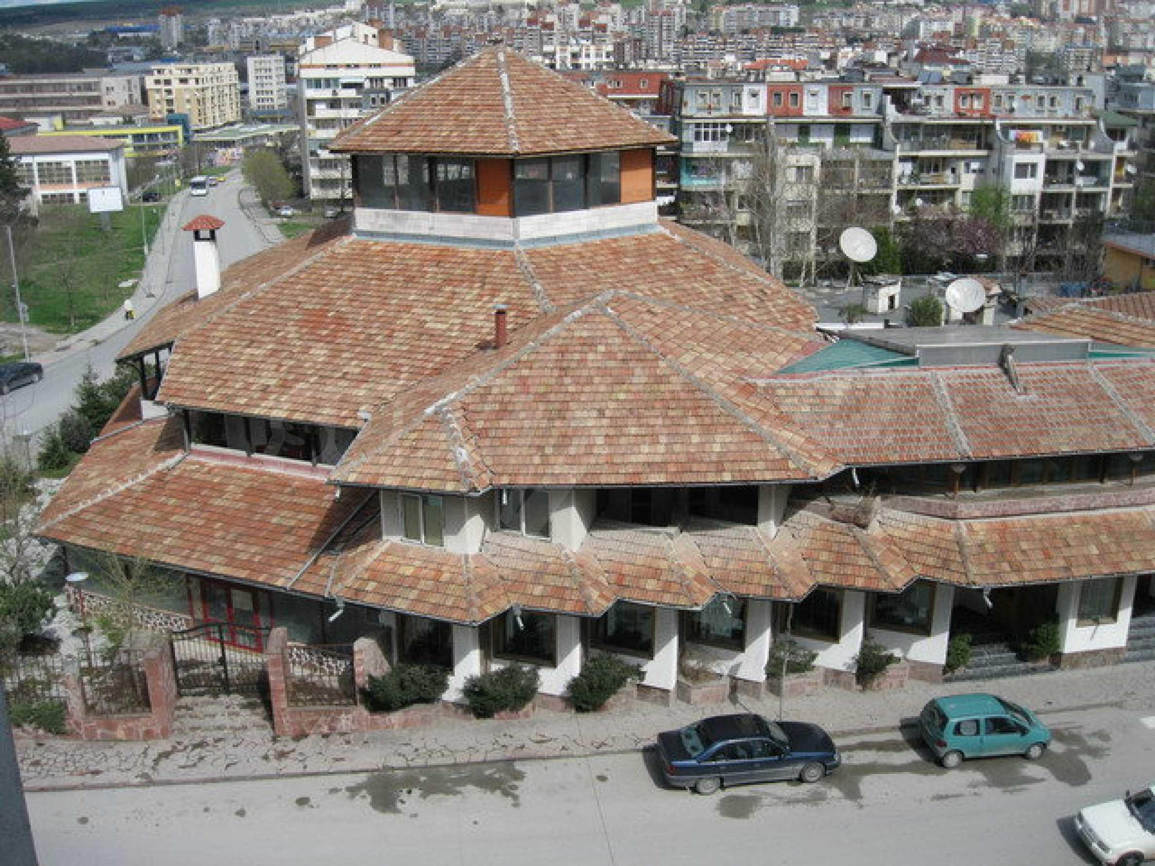 Бизнес имот на 3 етажа във Велико Търново