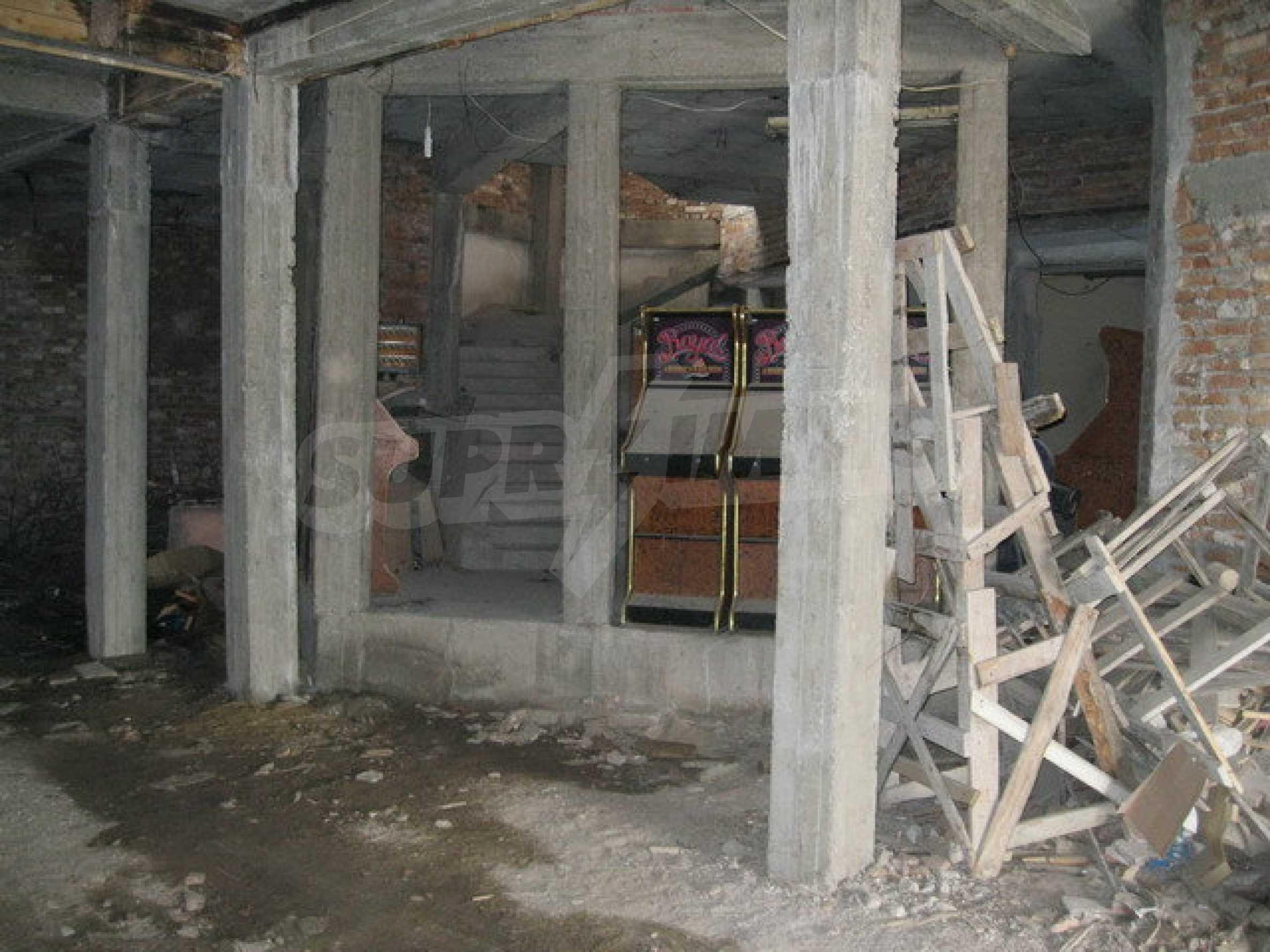 Бизнес имот на 3 етажа във Велико Търново 12