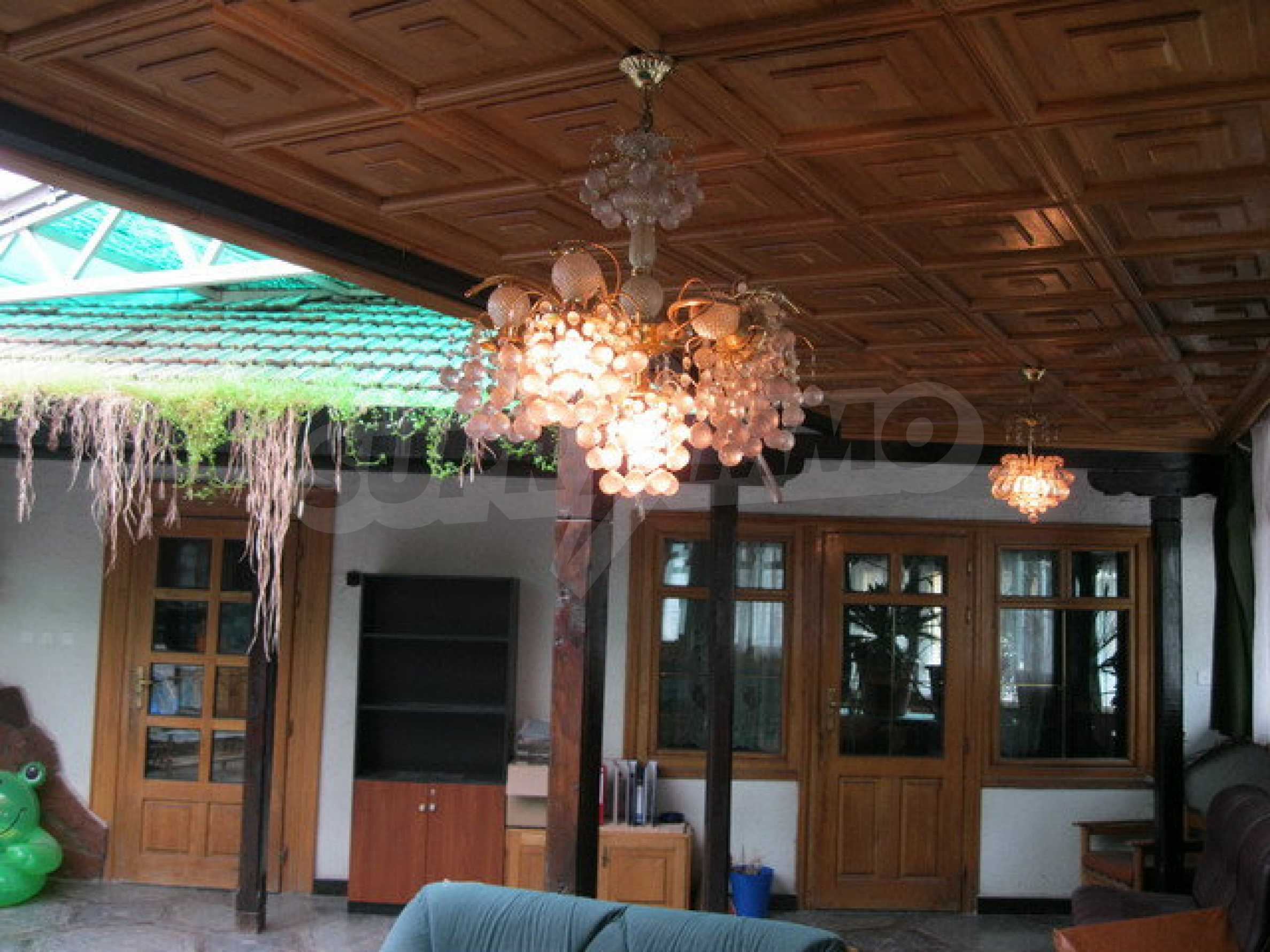 Бизнес имот на 3 етажа във Велико Търново 17