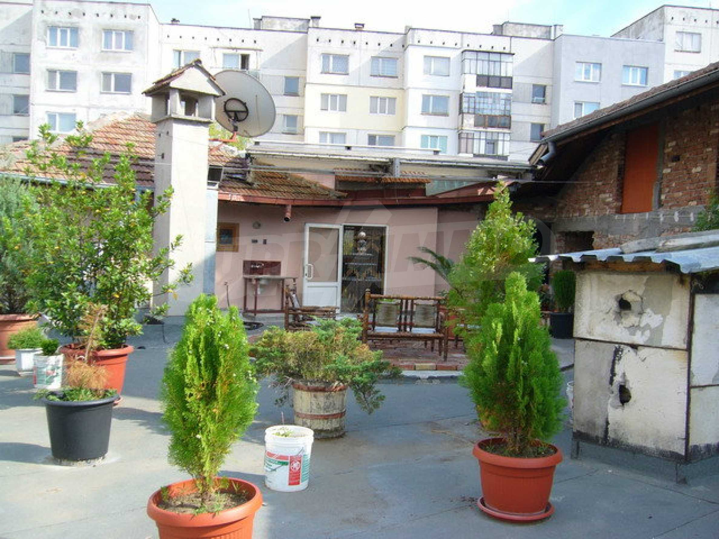 Бизнес имот на 3 етажа във Велико Търново 37