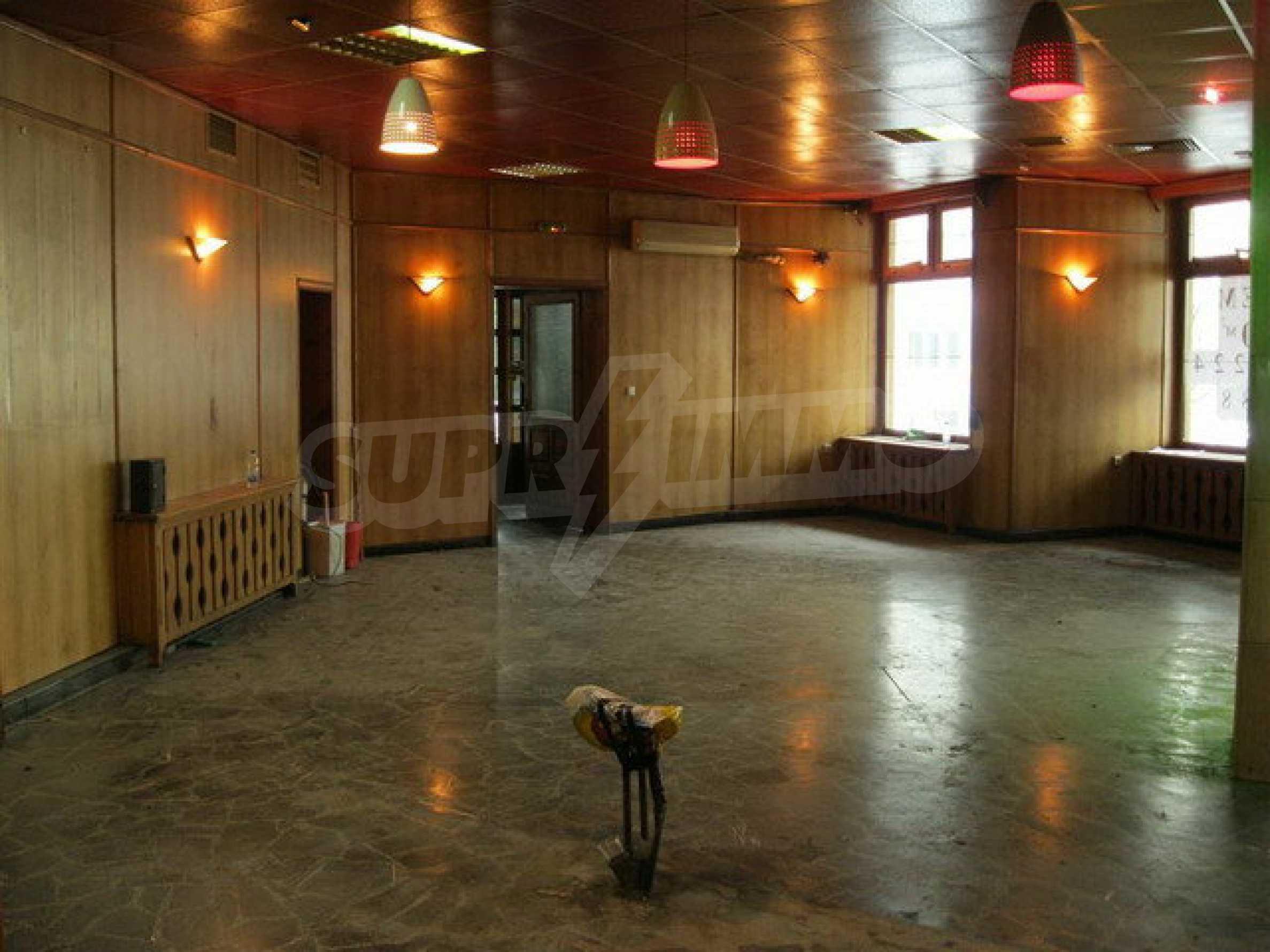 Бизнес имот на 3 етажа във Велико Търново 56