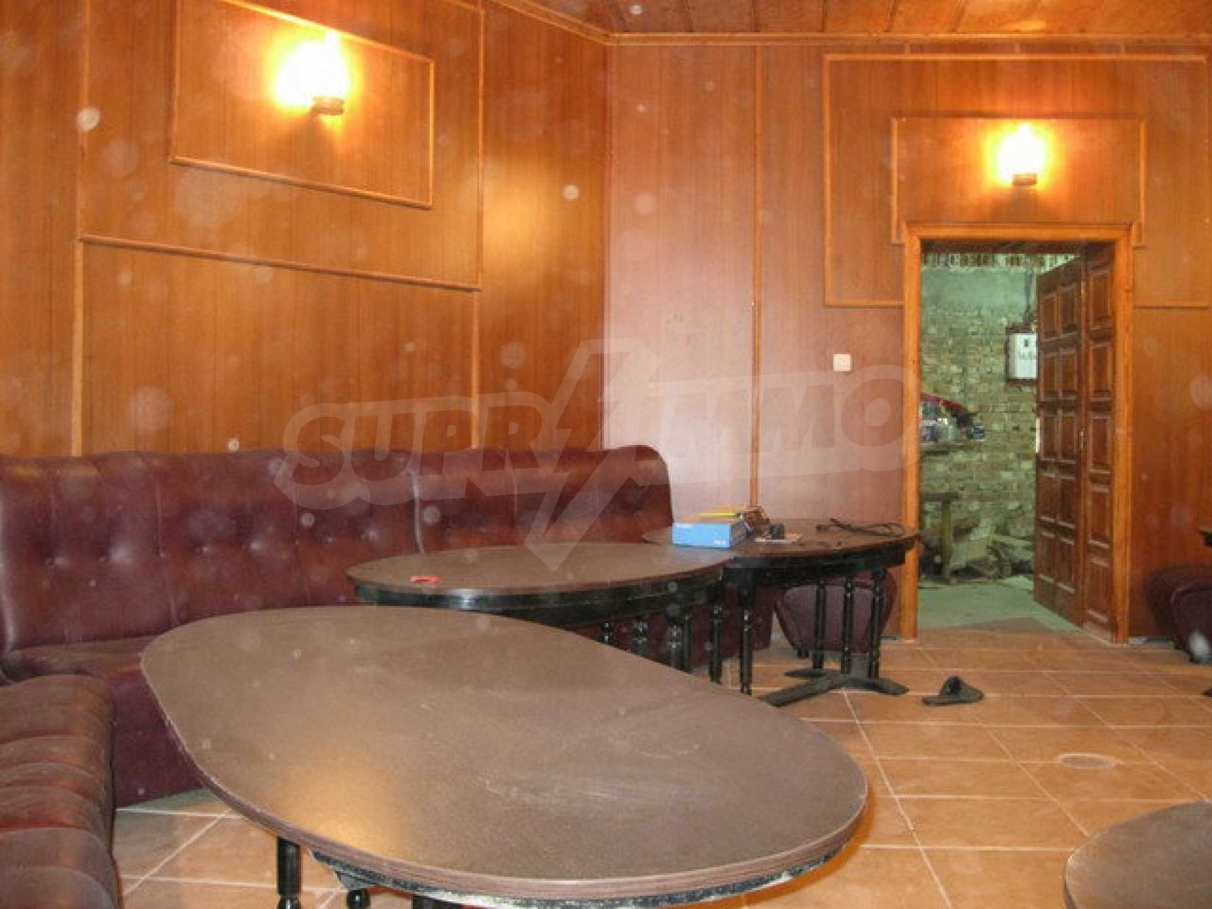 Бизнес имот на 3 етажа във Велико Търново 60