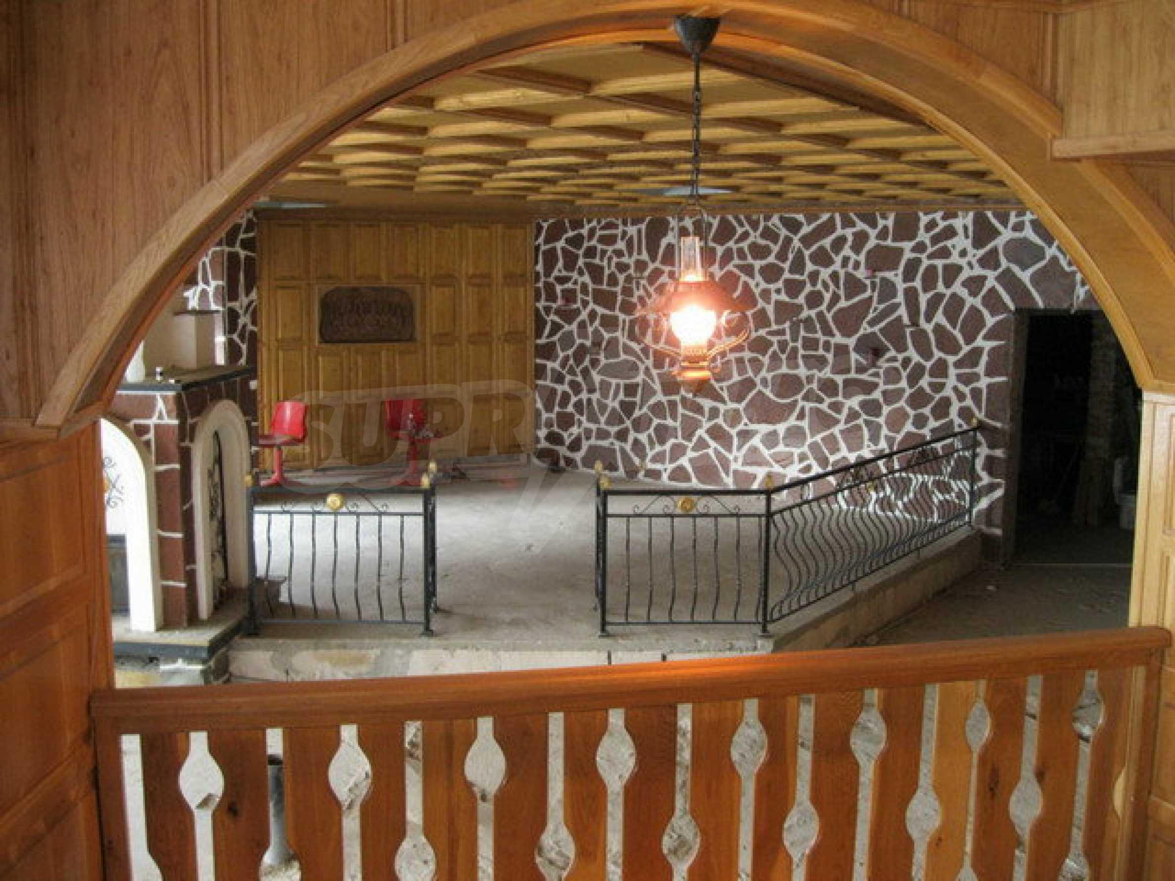 Бизнес имот на 3 етажа във Велико Търново 64
