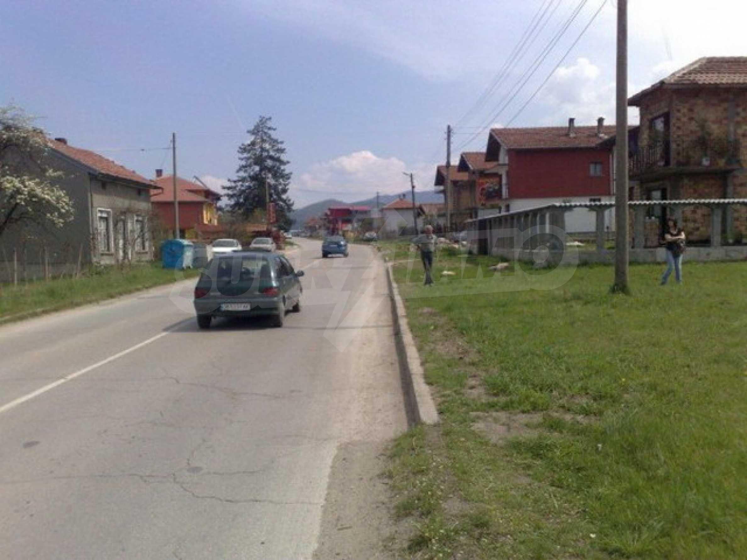 Парцел в регулация на 2 км. от Троянски Манастир 2