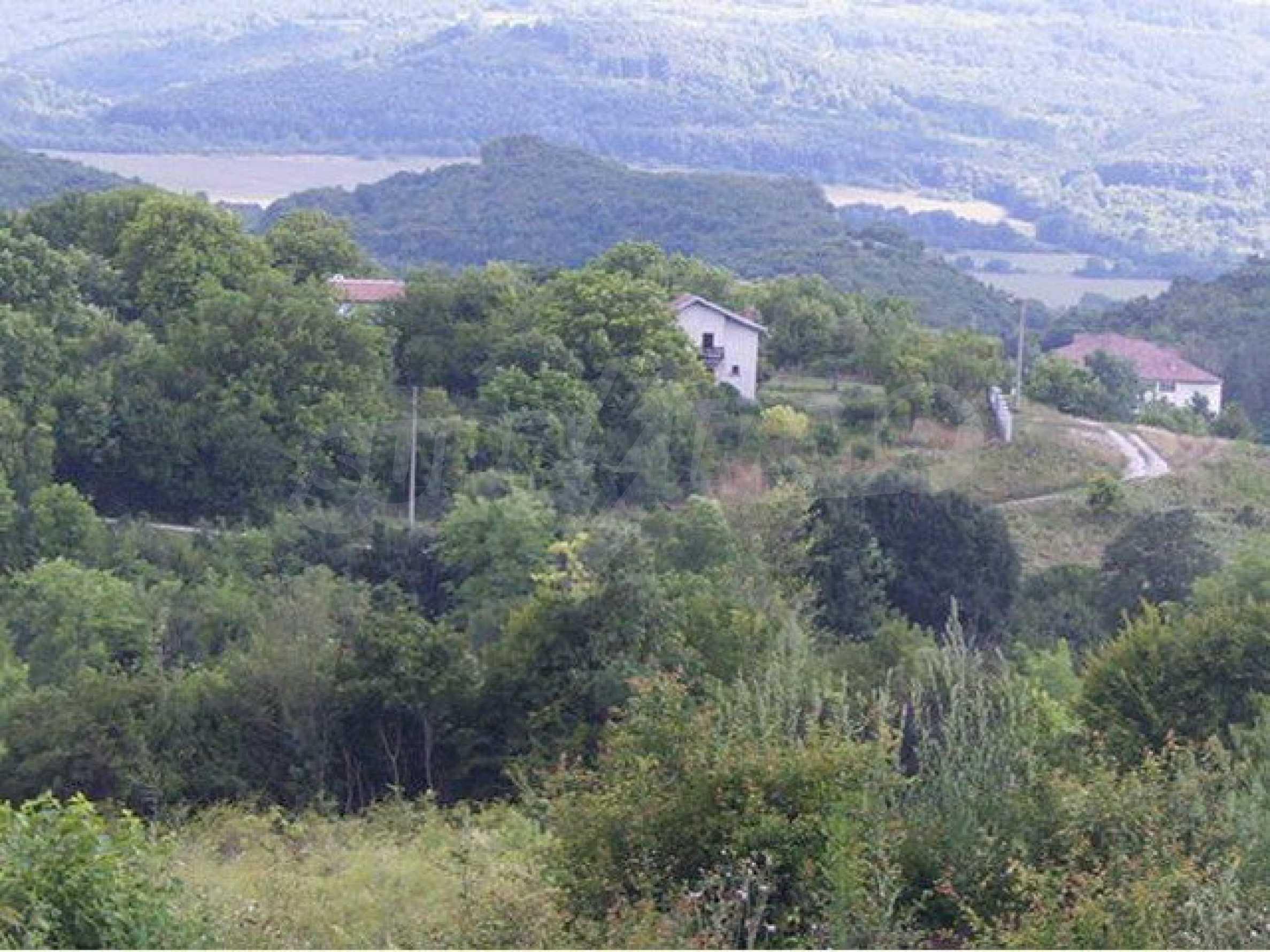 Парцел в регулация в село на главен път София – Варна 3