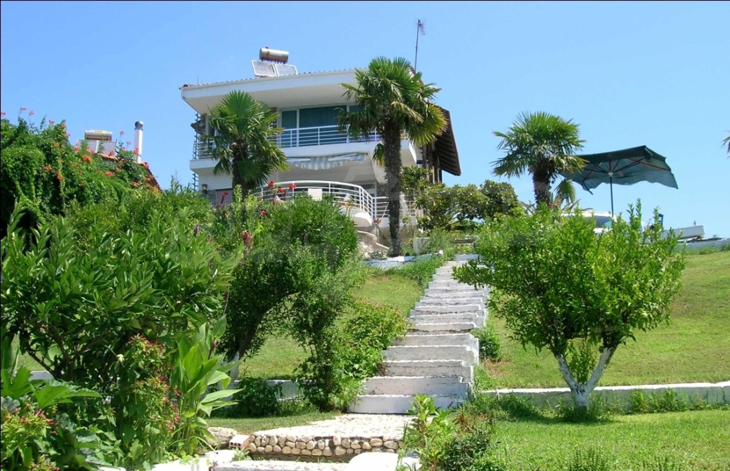 Голяма къща на плажа 1