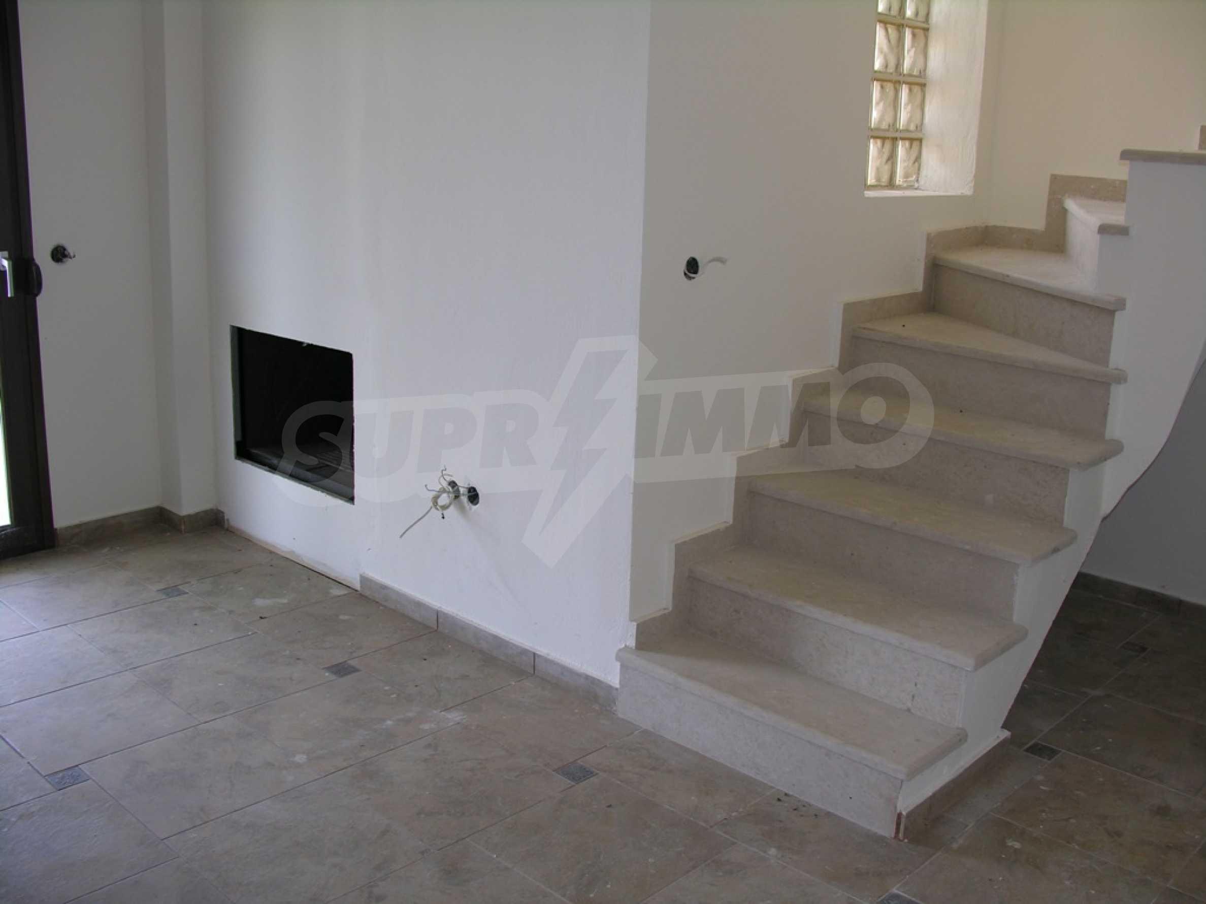 Къща  в  Посиди 8