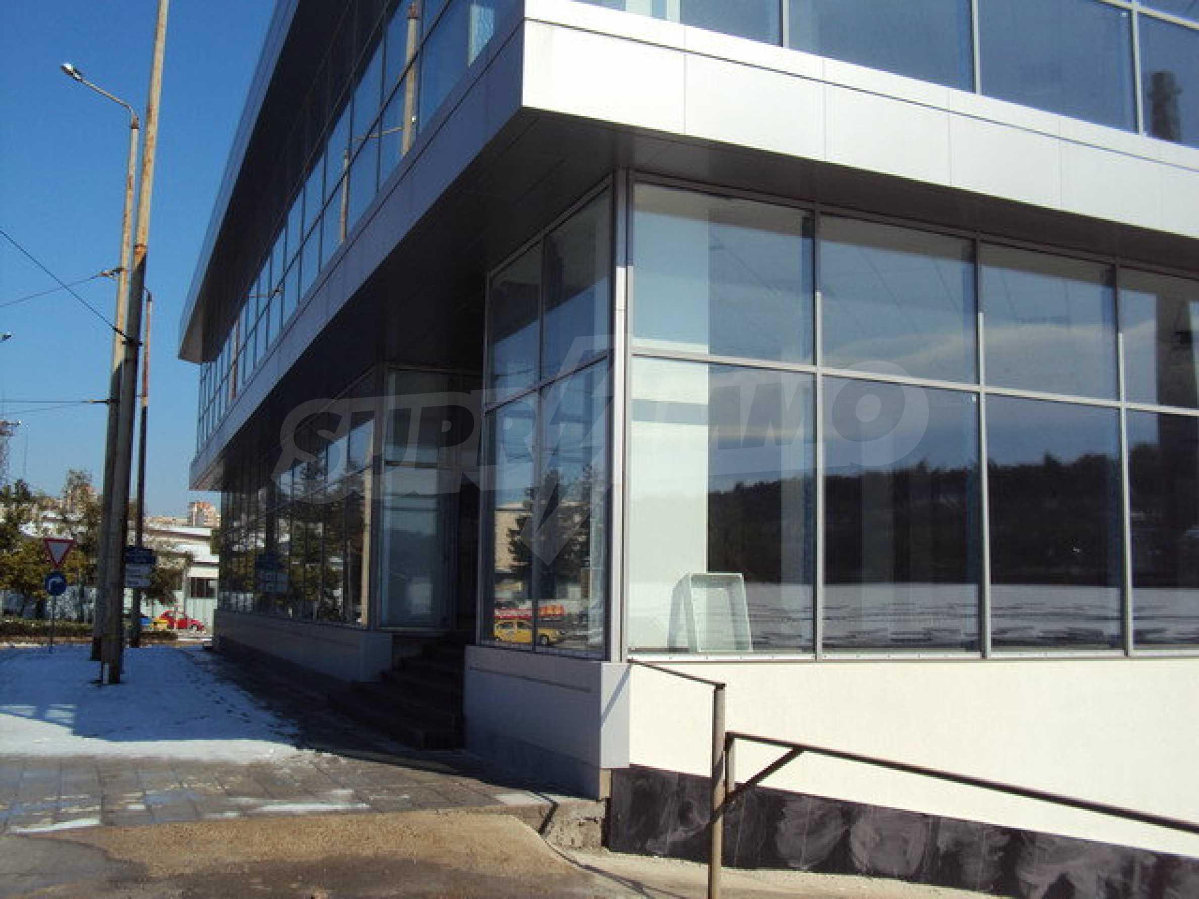 Komplex mit Geschäften, Lagern und Büros 16