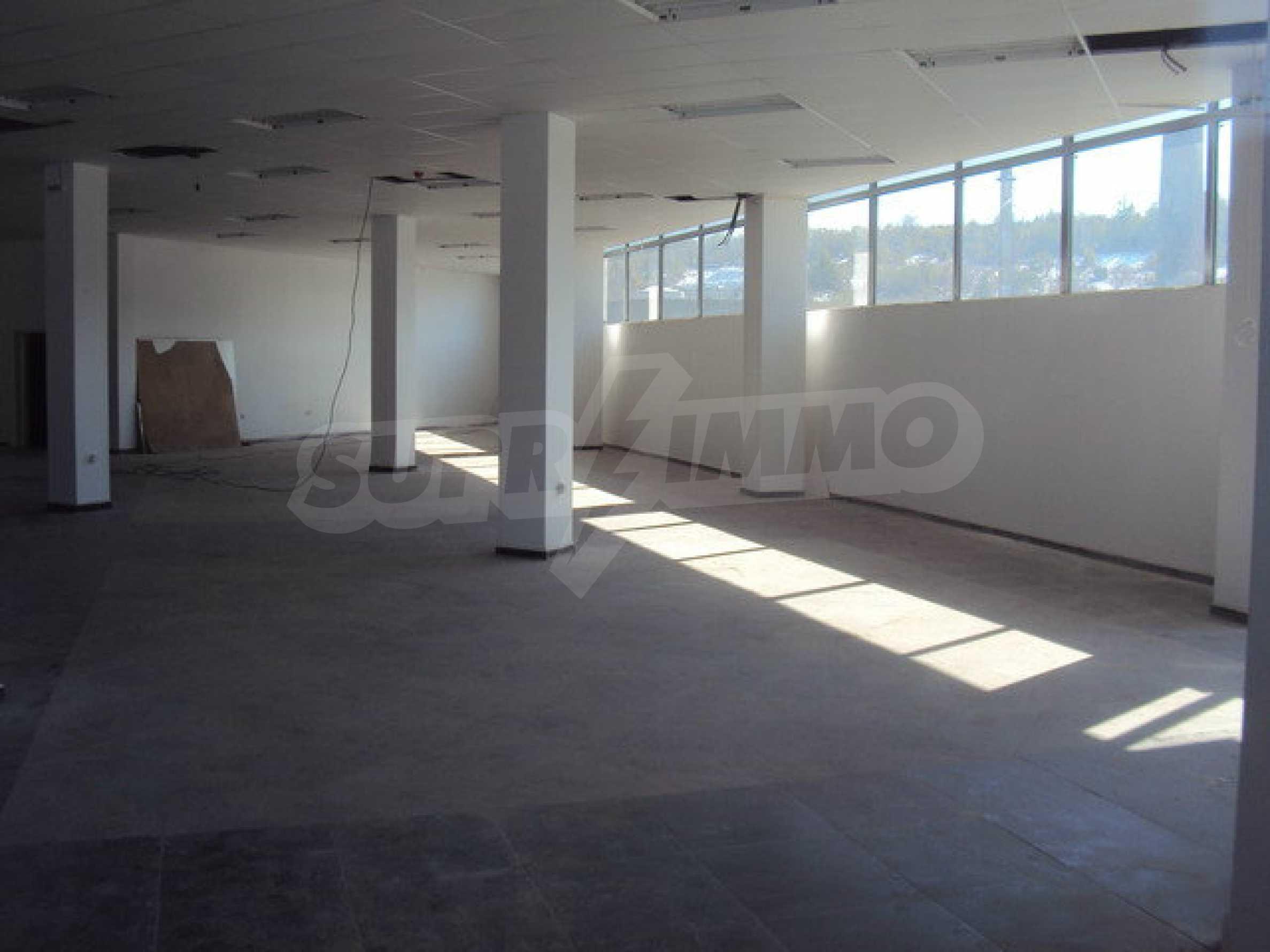 Komplex mit Geschäften, Lagern und Büros 18