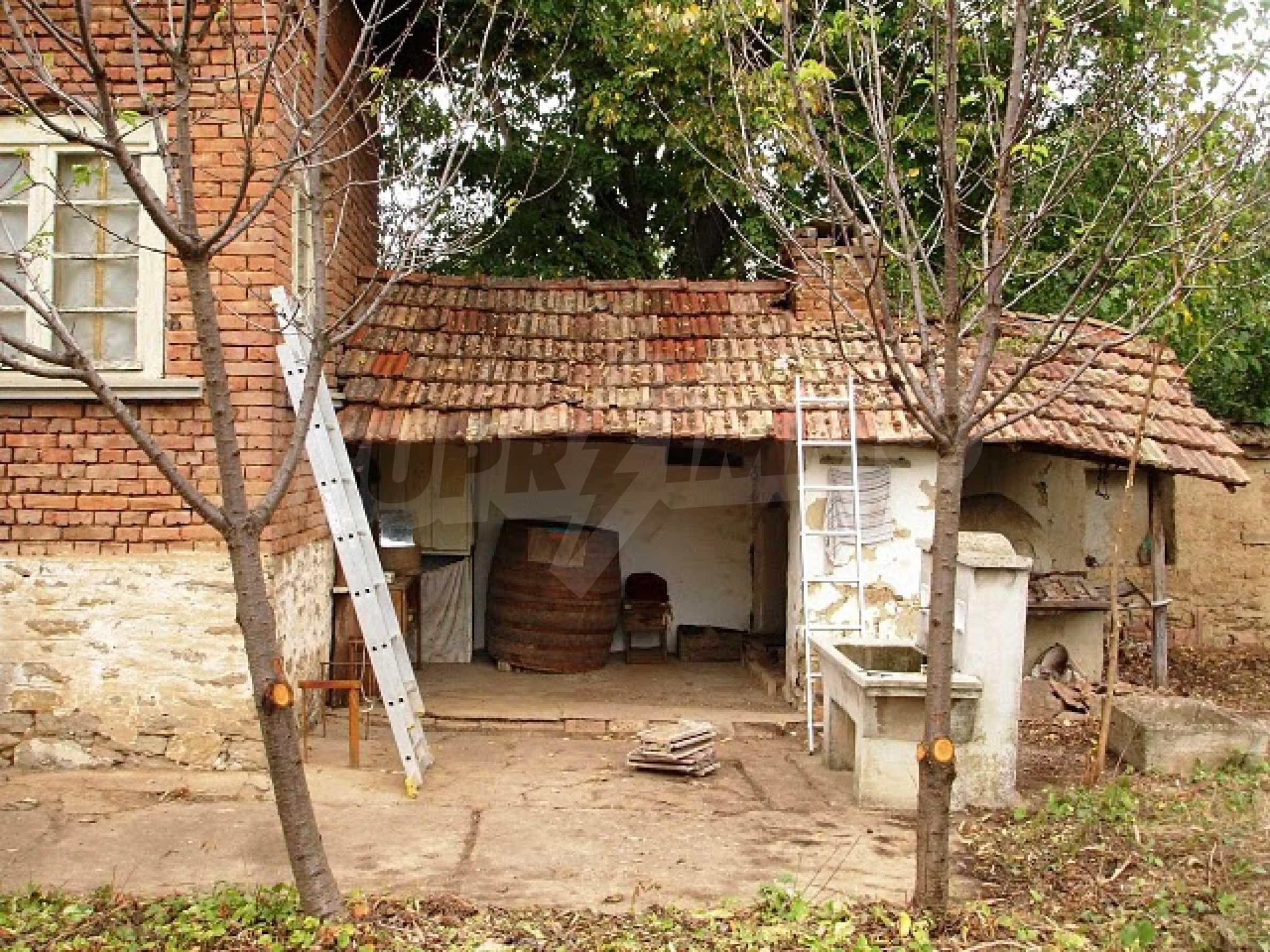 Селска къща в развито село 14