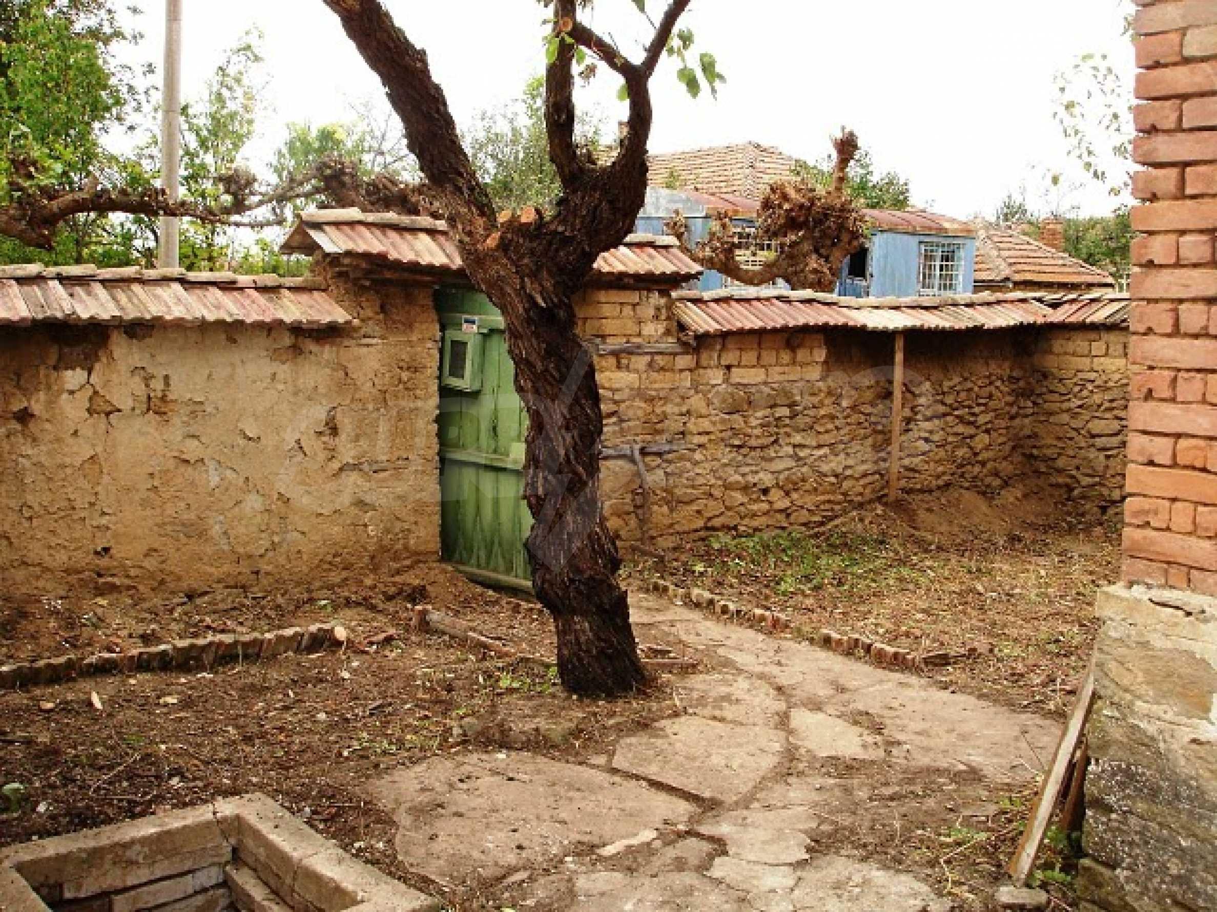 Селска къща в развито село 15