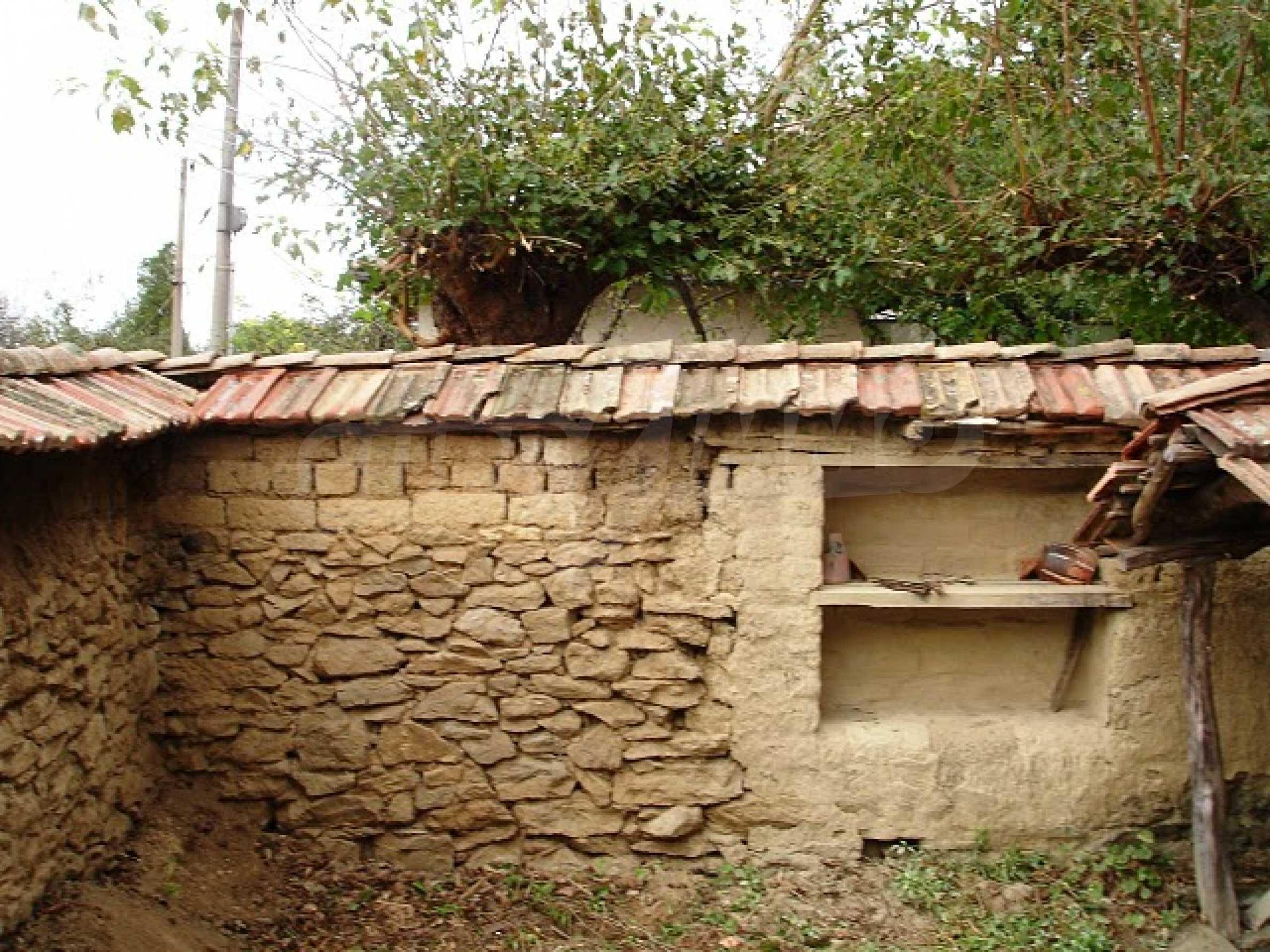 Селска къща в развито село 16
