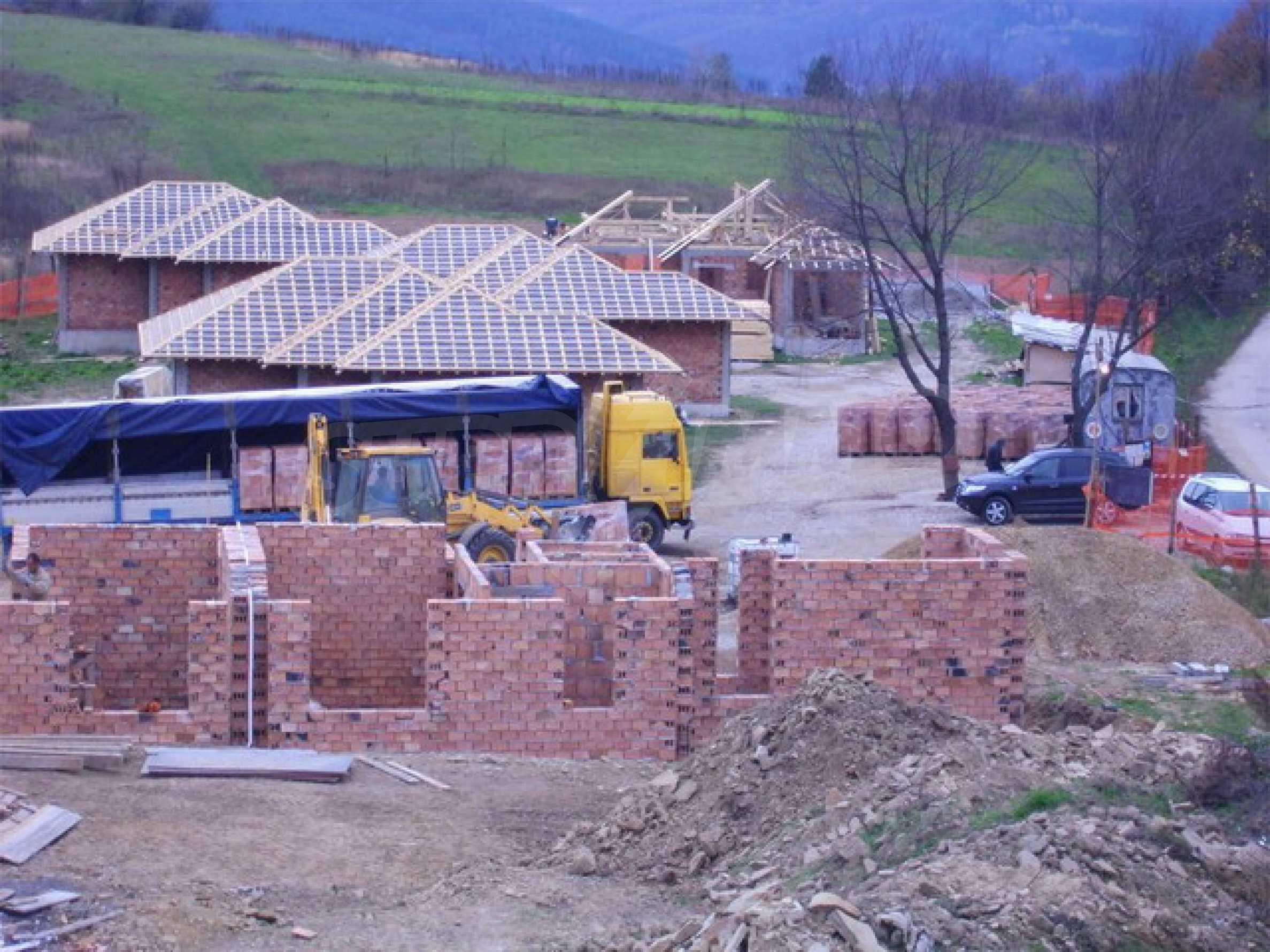 Уединенная деревенька с домами загородного типа 5