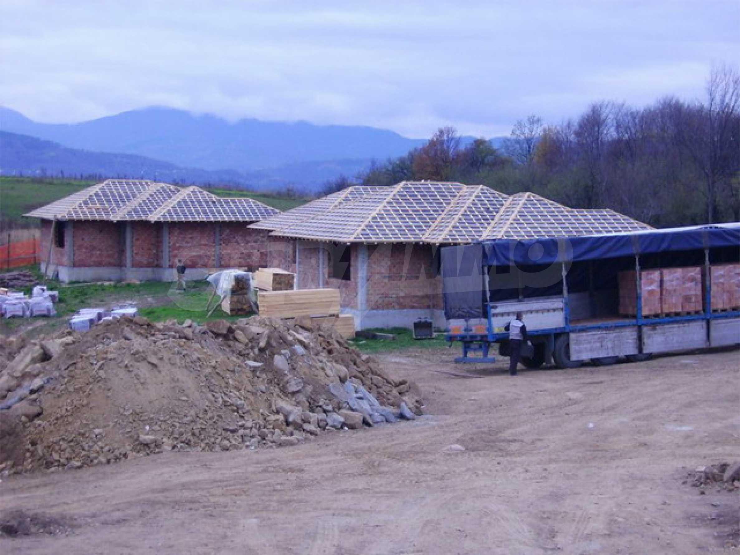 Уединенная деревенька с домами загородного типа 6